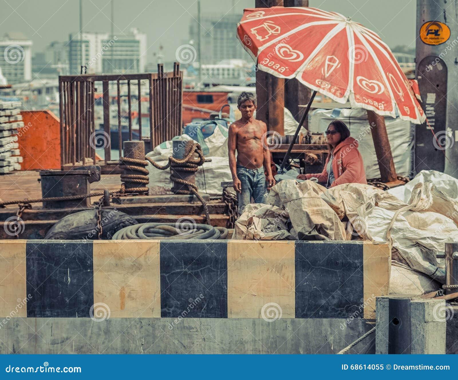 Lokalny połów, łódkowaci pracownicy Tajlandia/