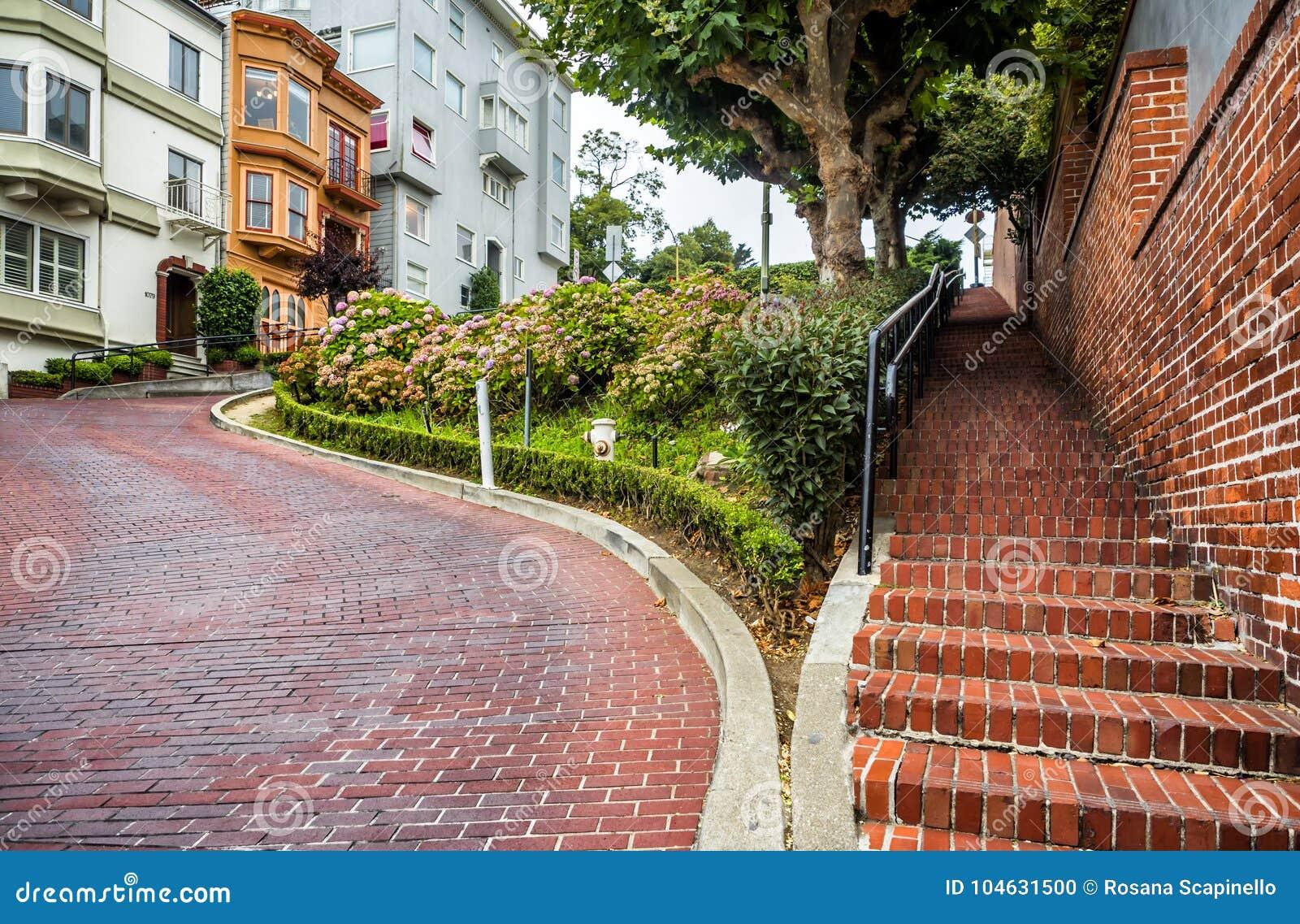 Download Lombard Straat, Als Bochtige Straat Op 17 Augustus, 2017 Wordt Bekend - San Francisco, Californië, CA Dat Redactionele Afbeelding - Afbeelding bestaande uit vrij, francisco: 104631500