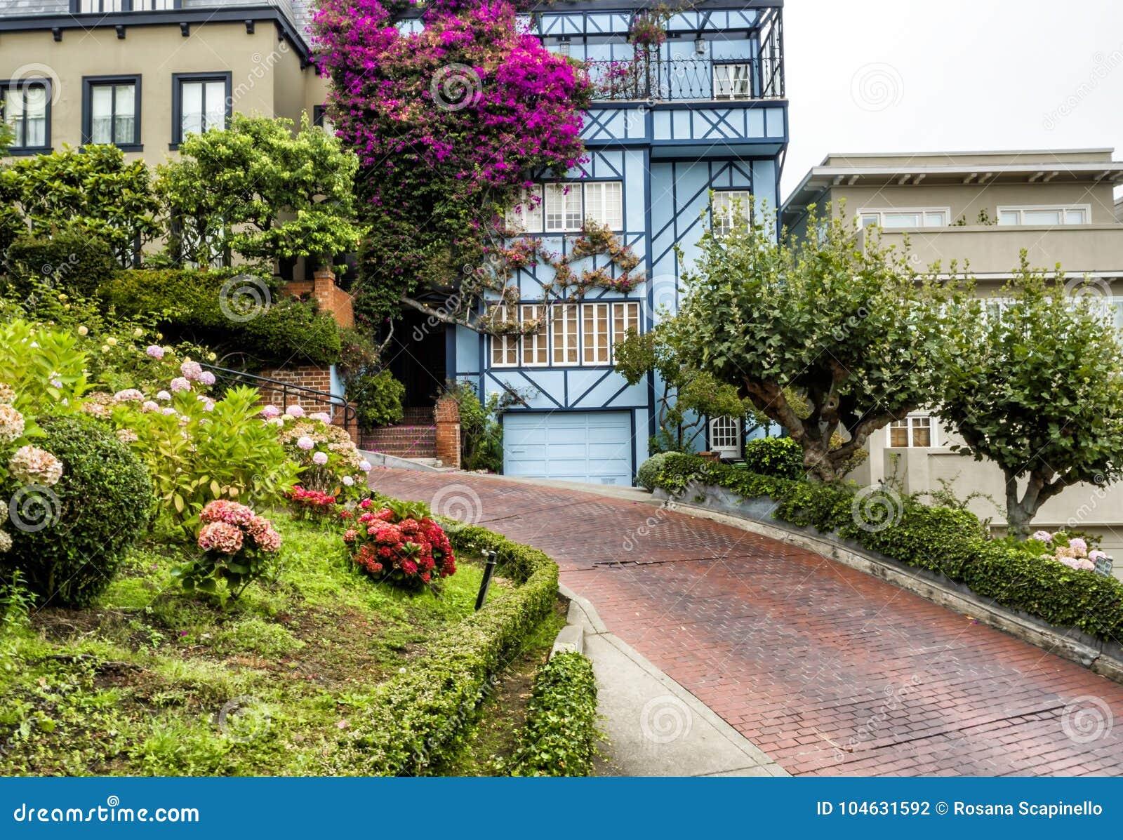 Download Lombard Straat, Als Bochtige Straat Op 17 Augustus, 2017 Wordt Bekend - San Francisco, Californië, CA Dat Redactionele Fotografie - Afbeelding bestaande uit vrij, oriëntatiepunt: 104631592