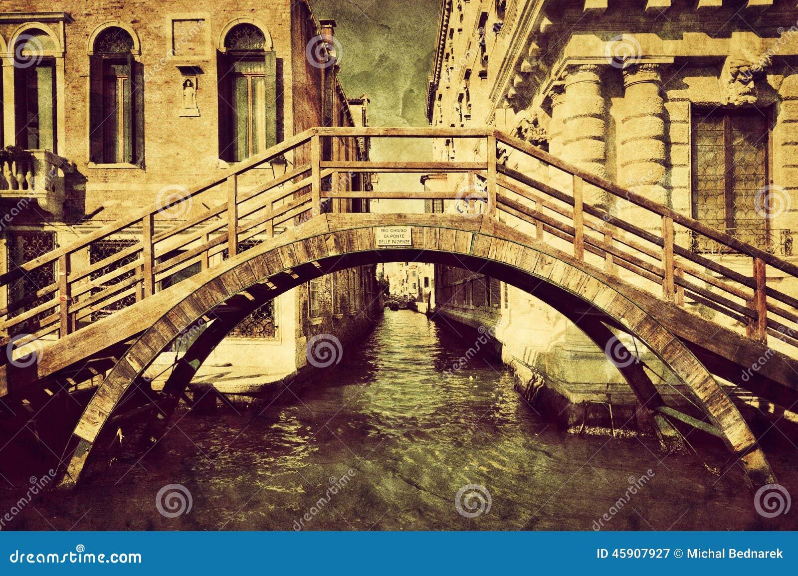 Lona del vintage de Venecia, Italia Un puente romántico