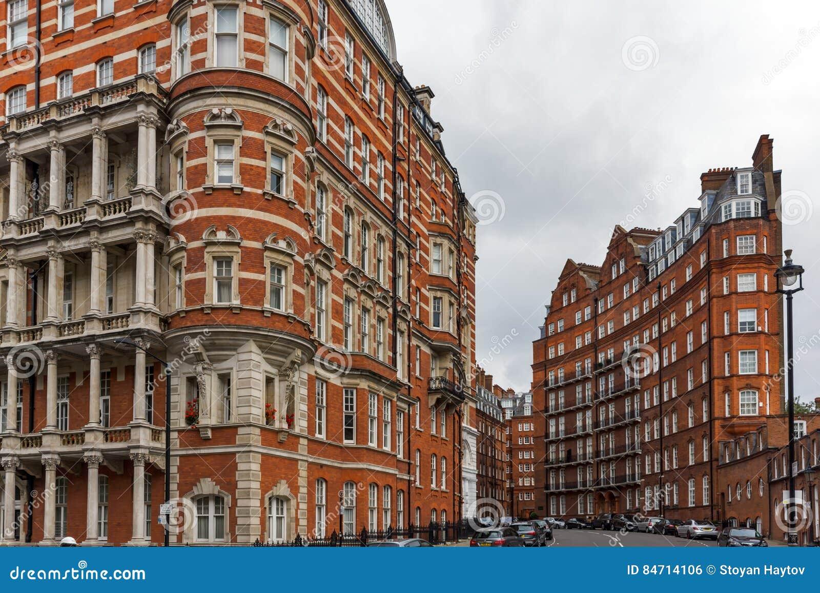 Londen, Engeland - Juni 18 2016: Verbazende mening van de typische Engelse bouw, Londen