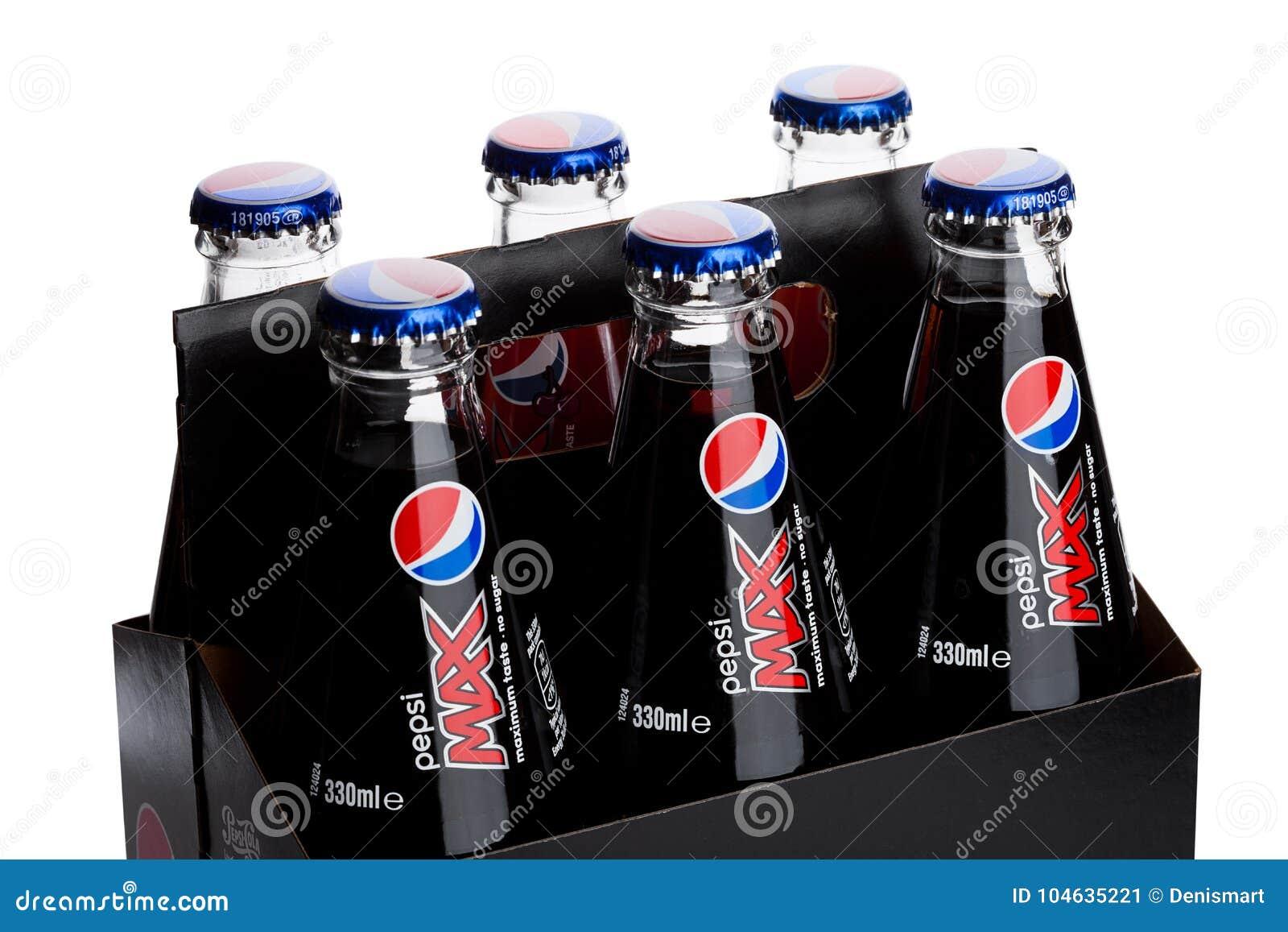 Download LONDEN, HET UK - 9 JUNI, 2017: Pak Van Zes Met Glasflessen Van De Frisdrank Van Pepsi-cola Op Wit Amerikaanse Multinationale Voed Redactionele Foto - Afbeelding bestaande uit daling, bruin: 104635221