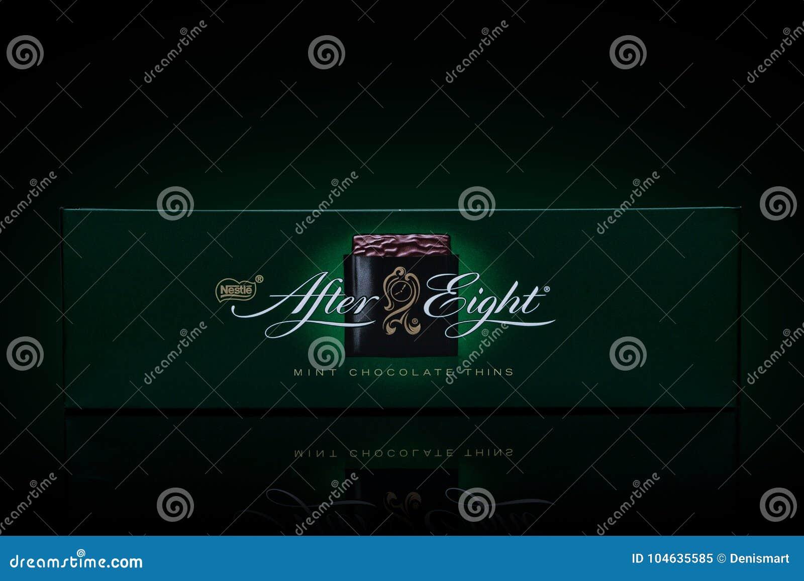 Download LONDEN, Het UK - 24 November, 2017: Na De Doos Van De Acht Muntchocolade Op Zwarte Gevestigd In 1962, Na Acht Wordt Erkend Als Le Redactionele Afbeelding - Afbeelding bestaande uit embleem, bruin: 104635585