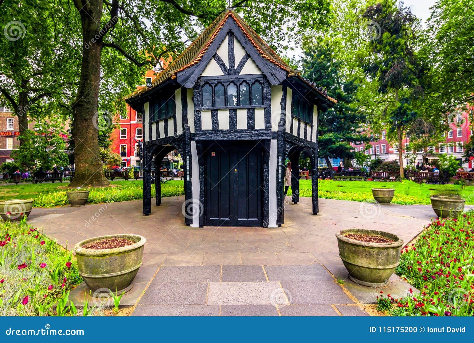 Londen, het Verenigd Koninkrijk van Groot-Brittannië: Britse architectuur in een park
