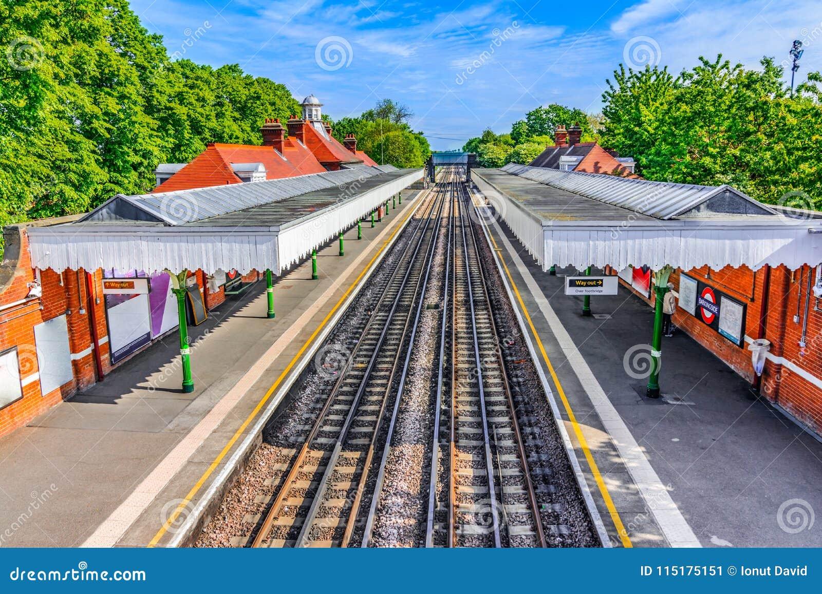 Londen, het Verenigd Koninkrijk van Groot-Brittannië: Het kleurrijke station van Londen