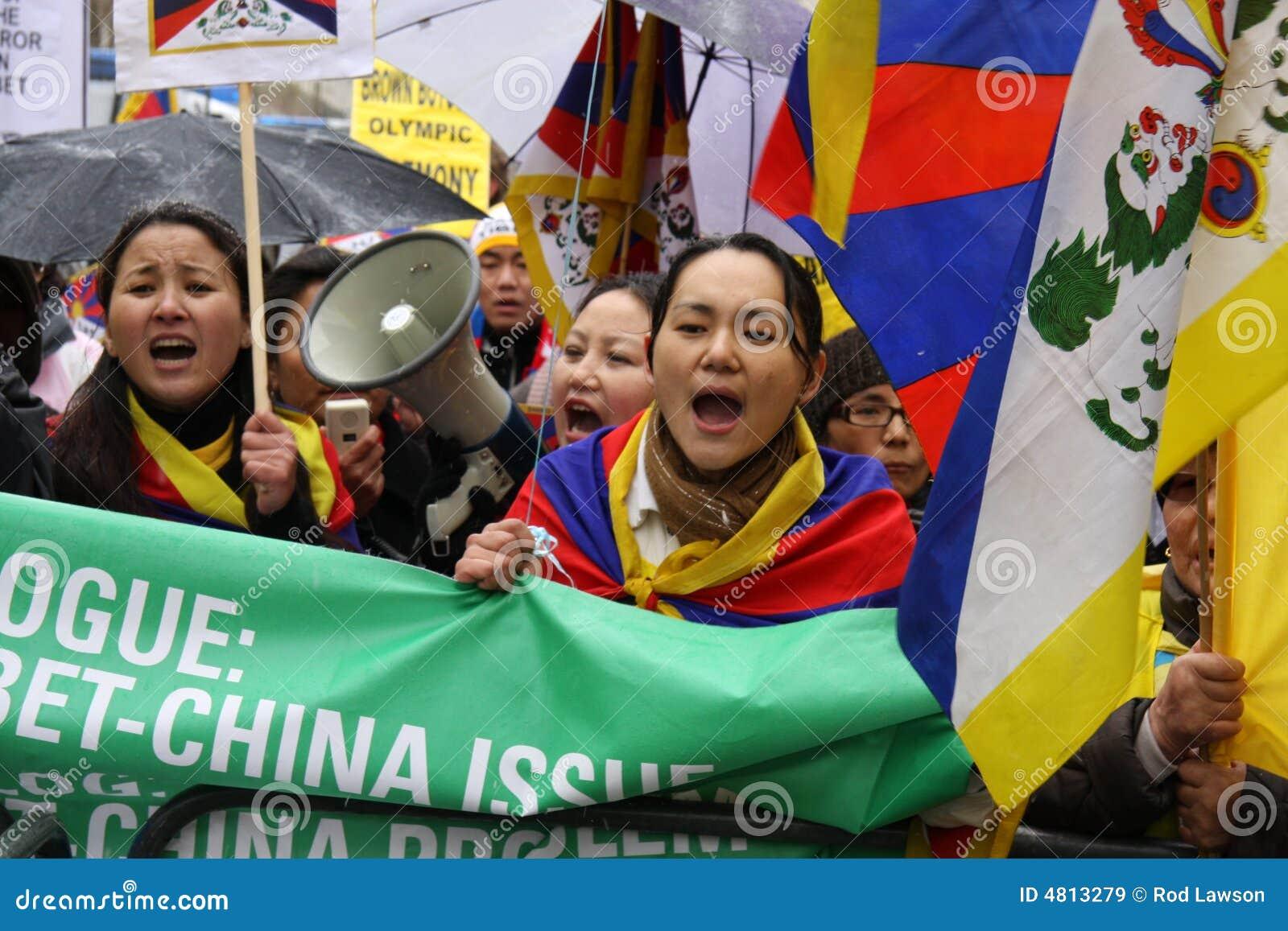 London 2 parady Tibet pochodnia olimpijska wolna
