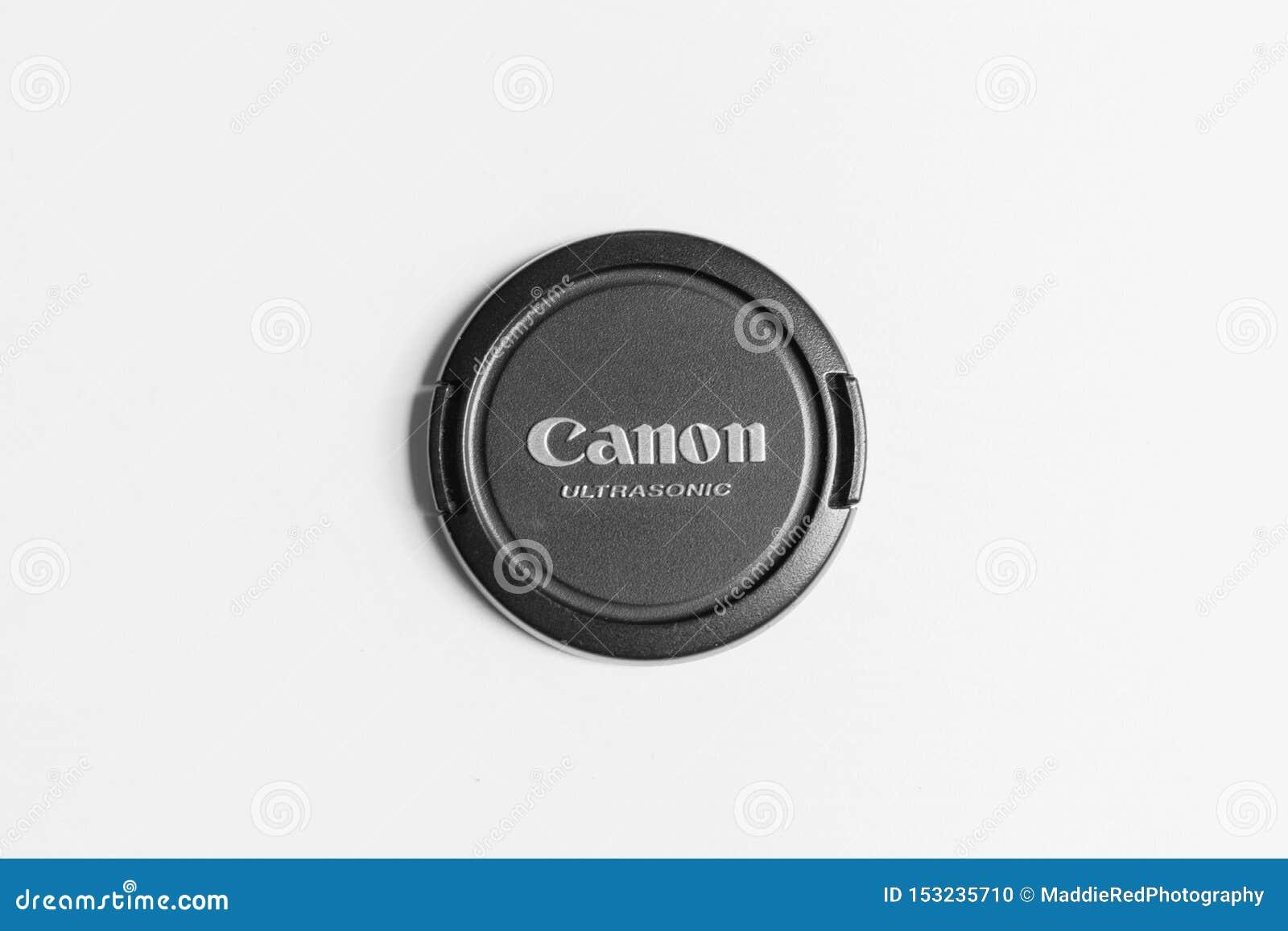 London/BRITISCHE am 11. Juli 2019 - Nahaufnahme einer Canon-Linsenkappe auf einer weißen Oberfläche