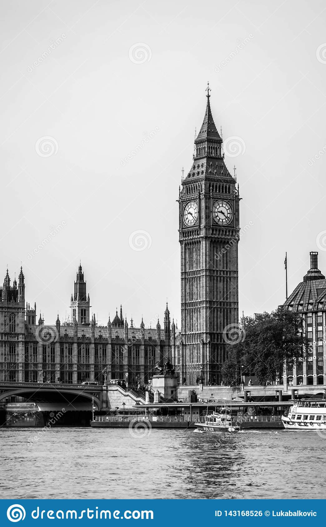 London city / England: Black and white of Big Ben and parliament