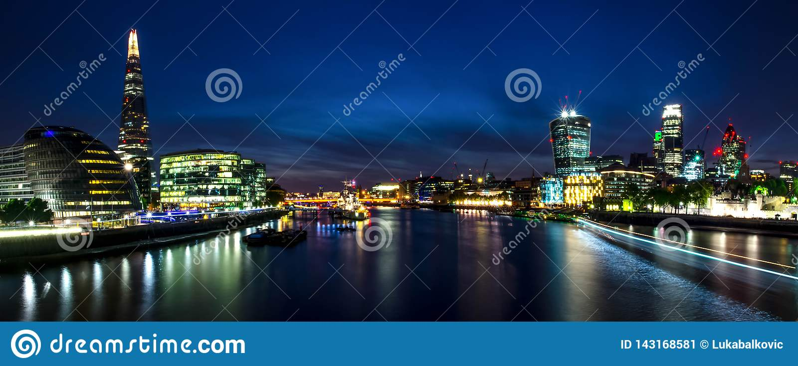 London city / England: View on skyline and river Thames during twilight from Tower Bridge