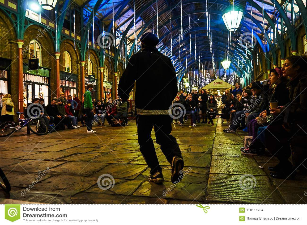 London Covent Garden Circus Performer At Night From Low Level ...