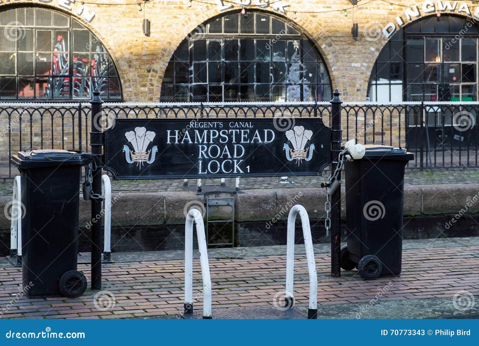 LONDON - DEC 9: Hampstead väglås på regentens kanal i Lo