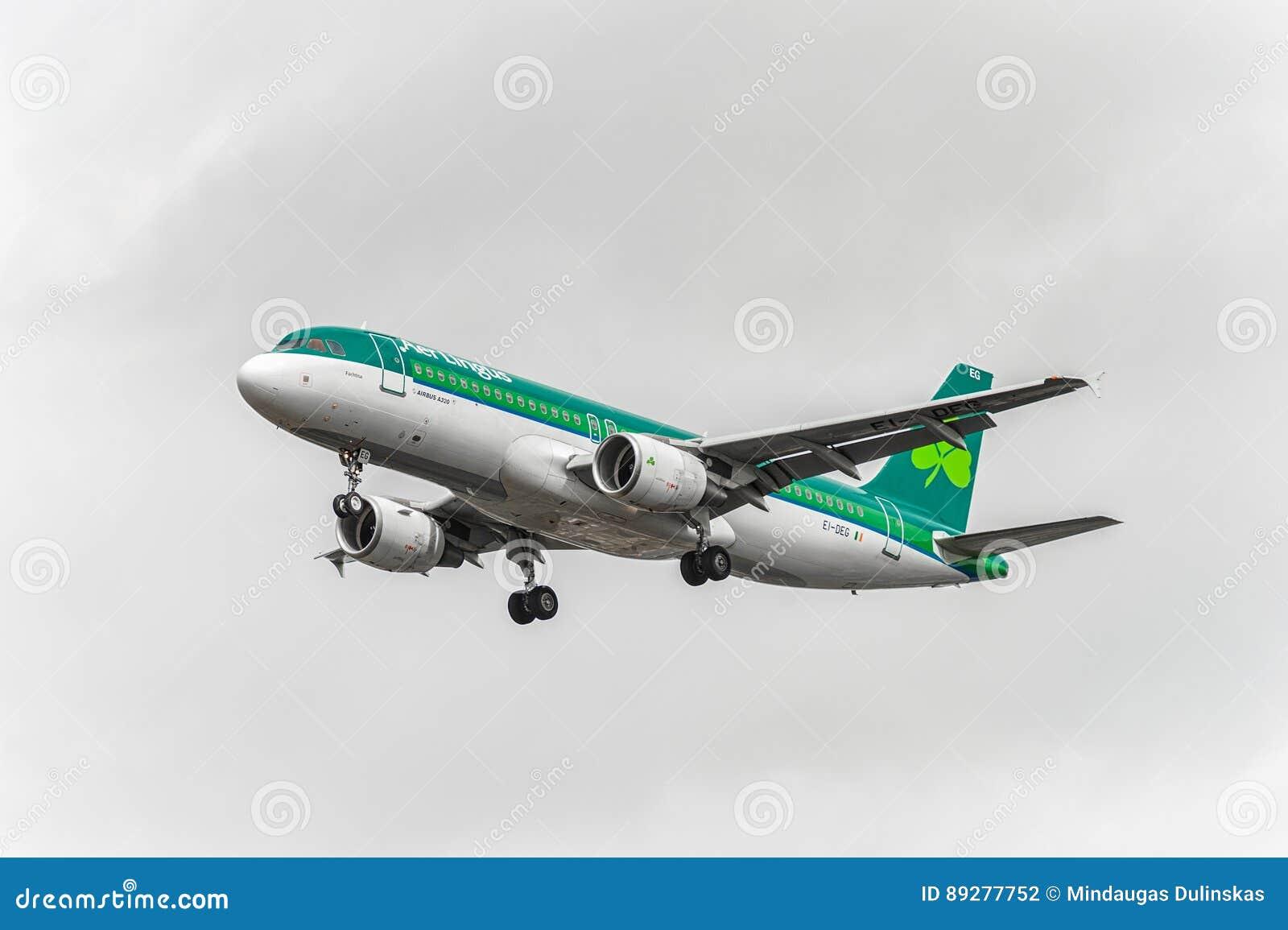 LONDON, ENGLAND - AUGUST 22, 2016: EI-DEG Aer Lingus Airbus A320 Landing in Heathrow Airport, London.