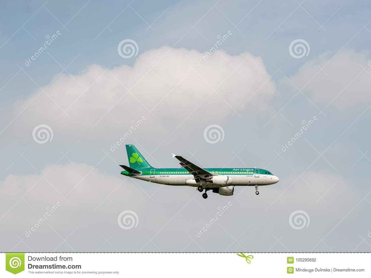 LONDON, ENGLAND - SEPTEMBER 27, 2017: Aer Lingus Airlines Airbus A320 EI-DVG landing in London Heathrow International Airport.