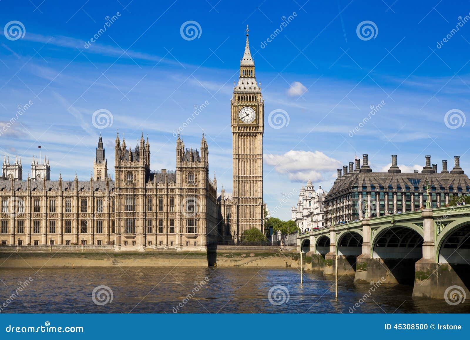 LONDON, Großbritannien - 24. Juni 2014 - Big Ben und Parlamentsgebäude