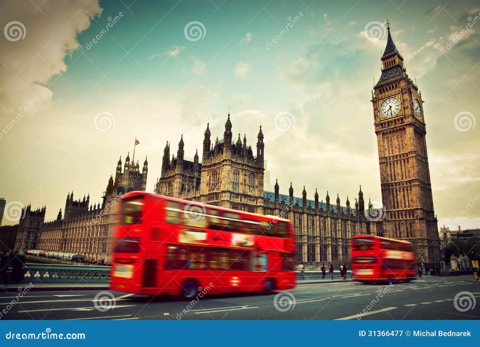 London, Großbritannien. Roter Bus und Big Ben