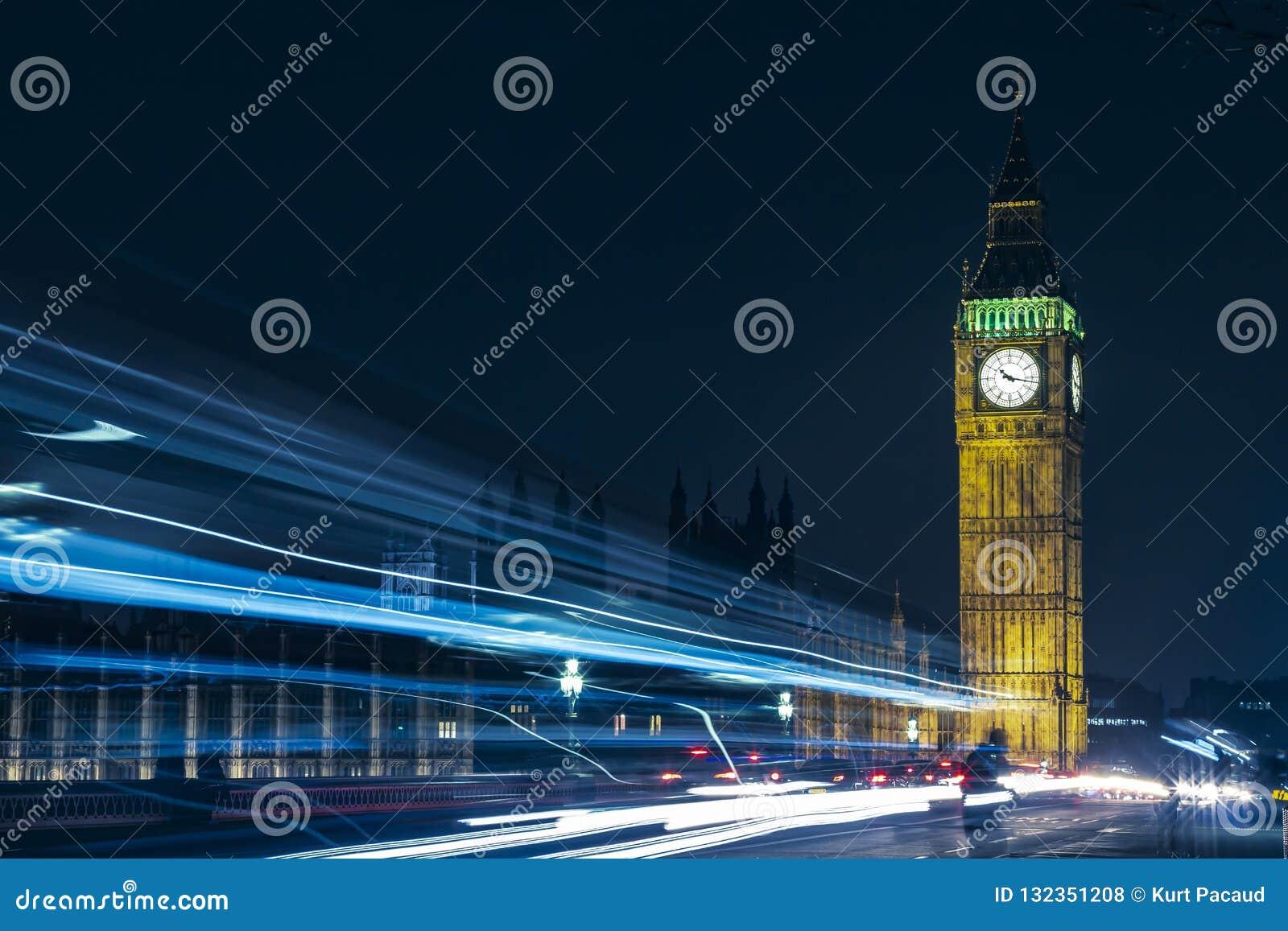 London großer Ben At Night Light Trails