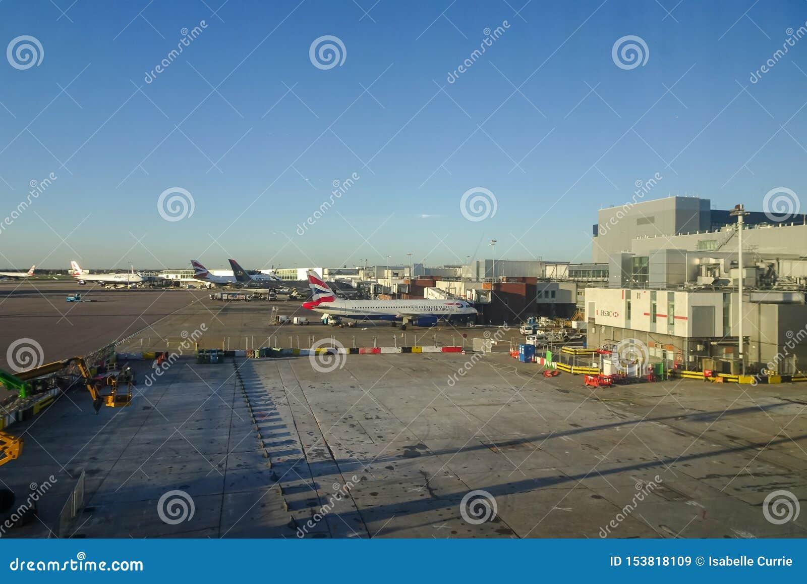 London Heathrow, 16/01/2019 - sikt från den Virgin Atlantic vardagsrummet