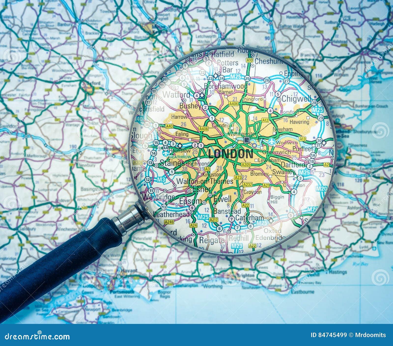 Karte London.London Karte Mit Lupe Stockbild Bild Von Atlas Kompliziert 84745499