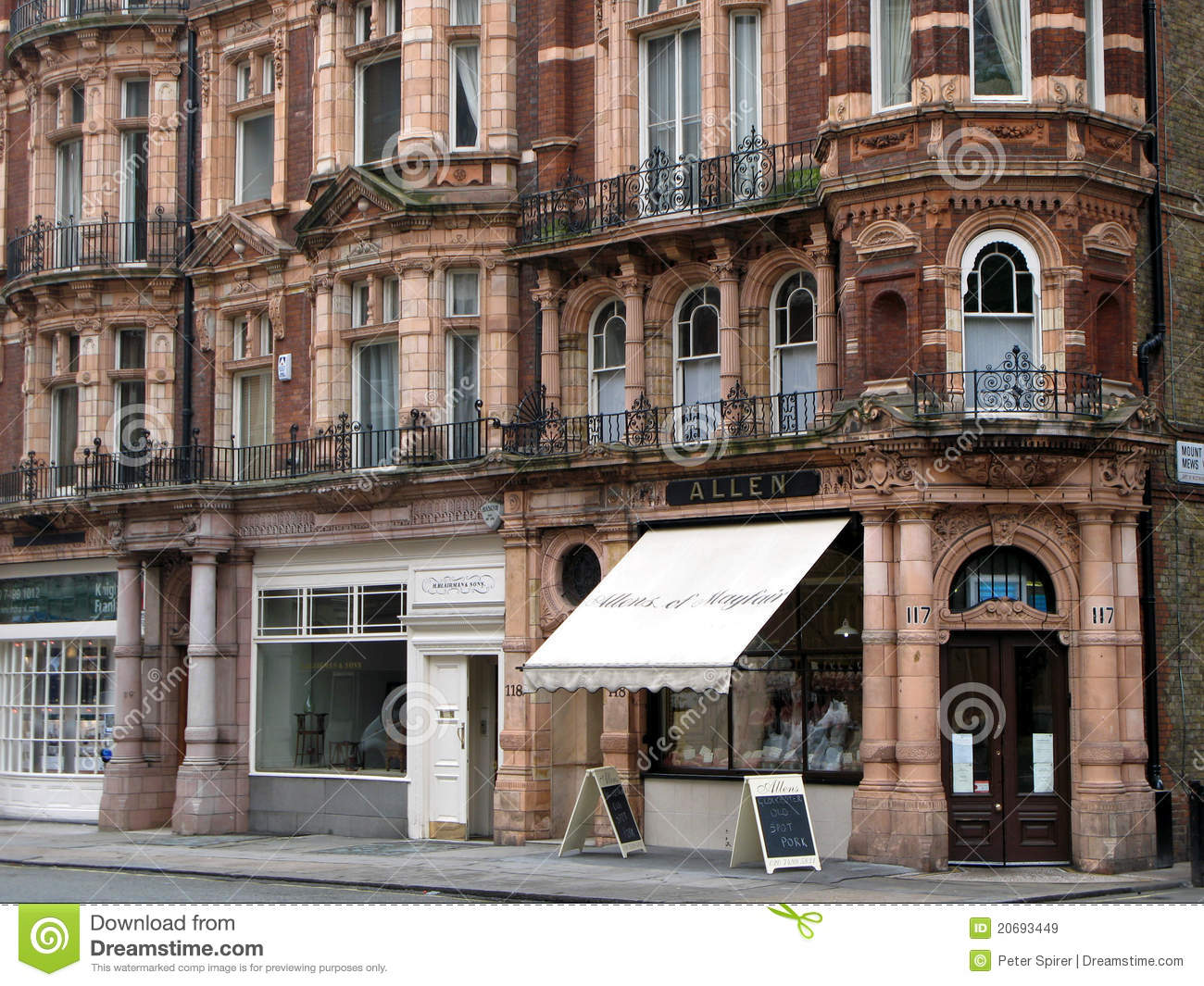 6ca99fd35d6 Expensive shops in upper class Mayfair in ornately decorated old buildings.