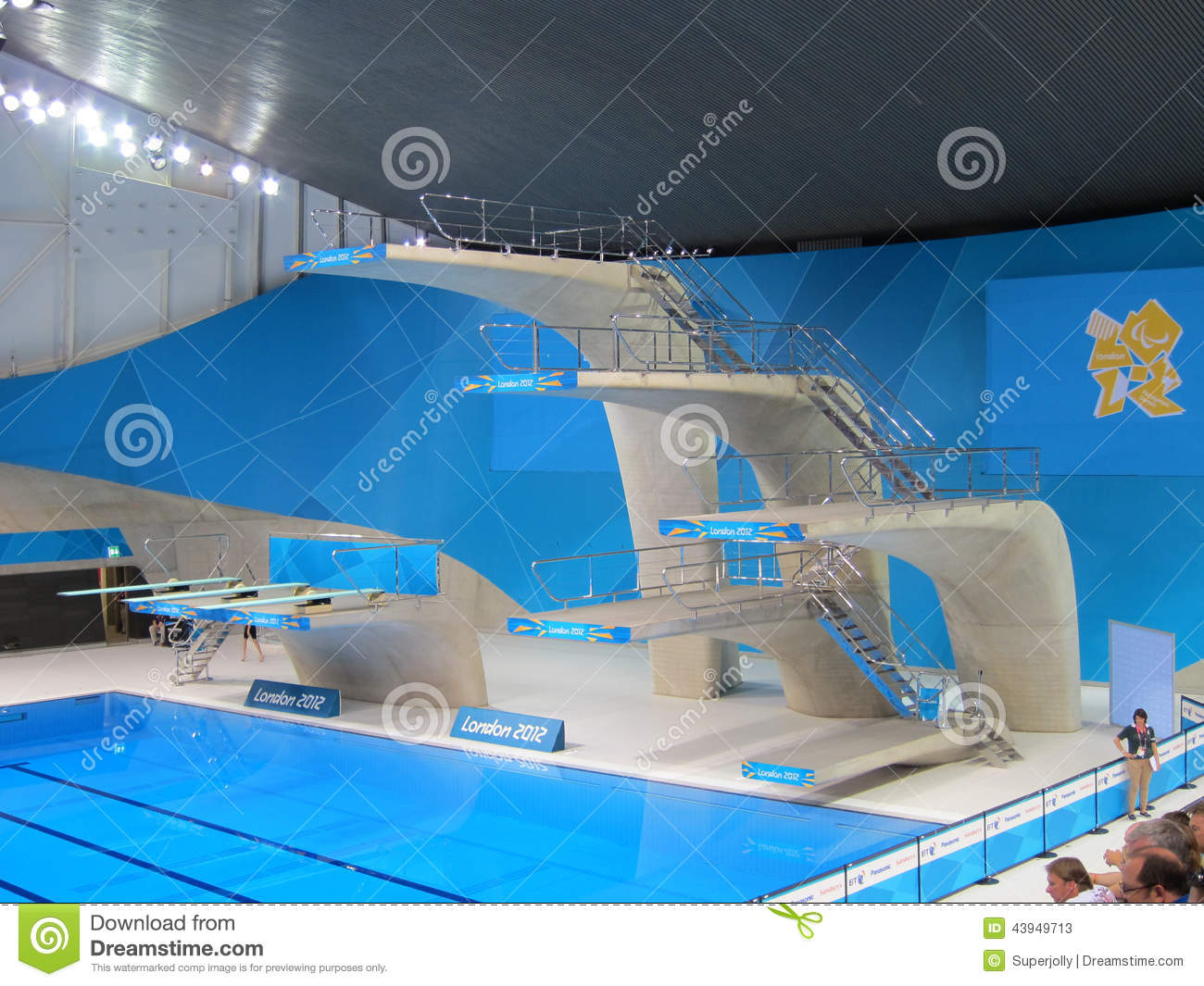 2012 london olympics diving high dive board editorial for Piscine olympique
