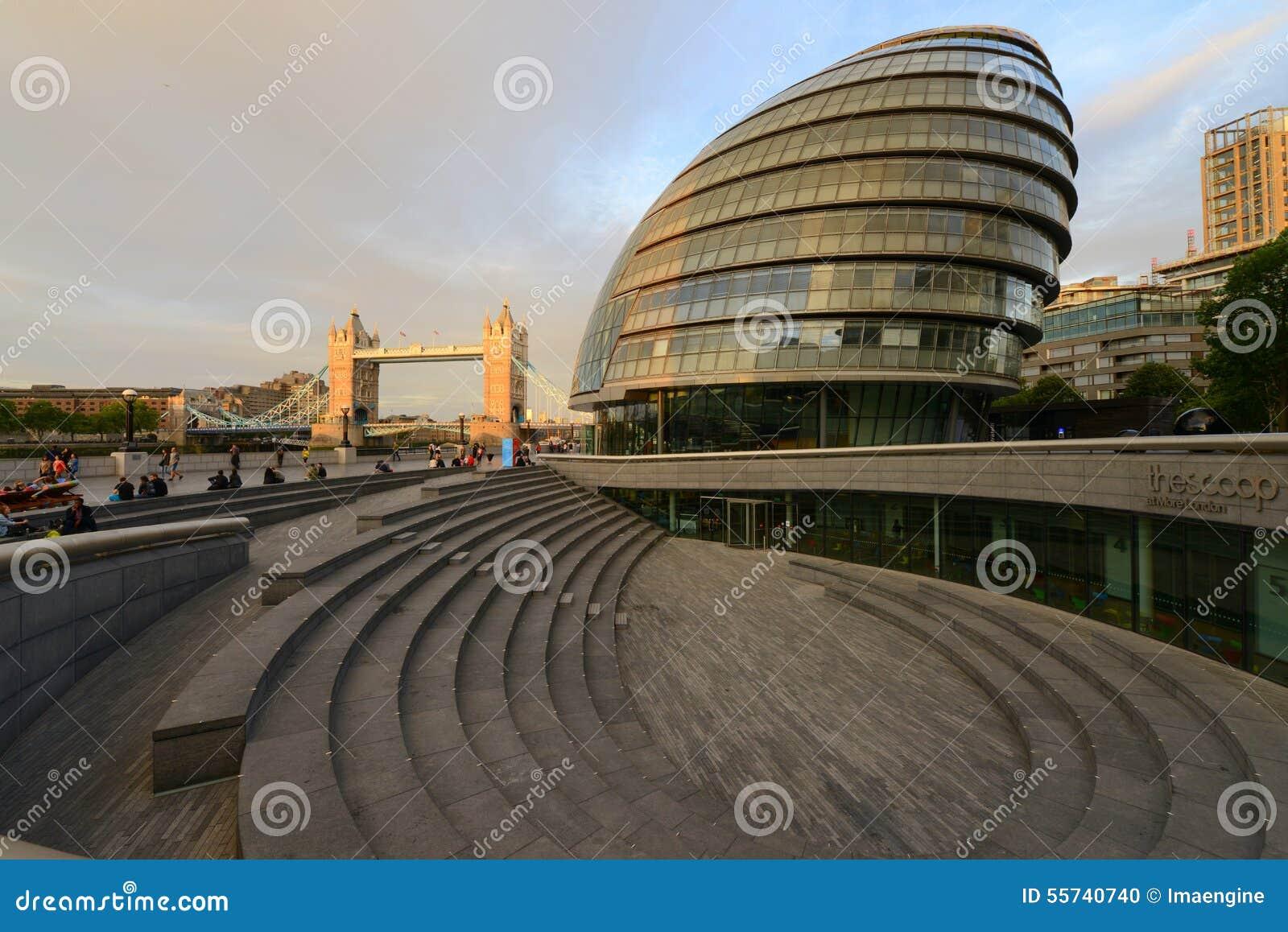 London-Rathausgebäude nahe bei der Turm-Brücke