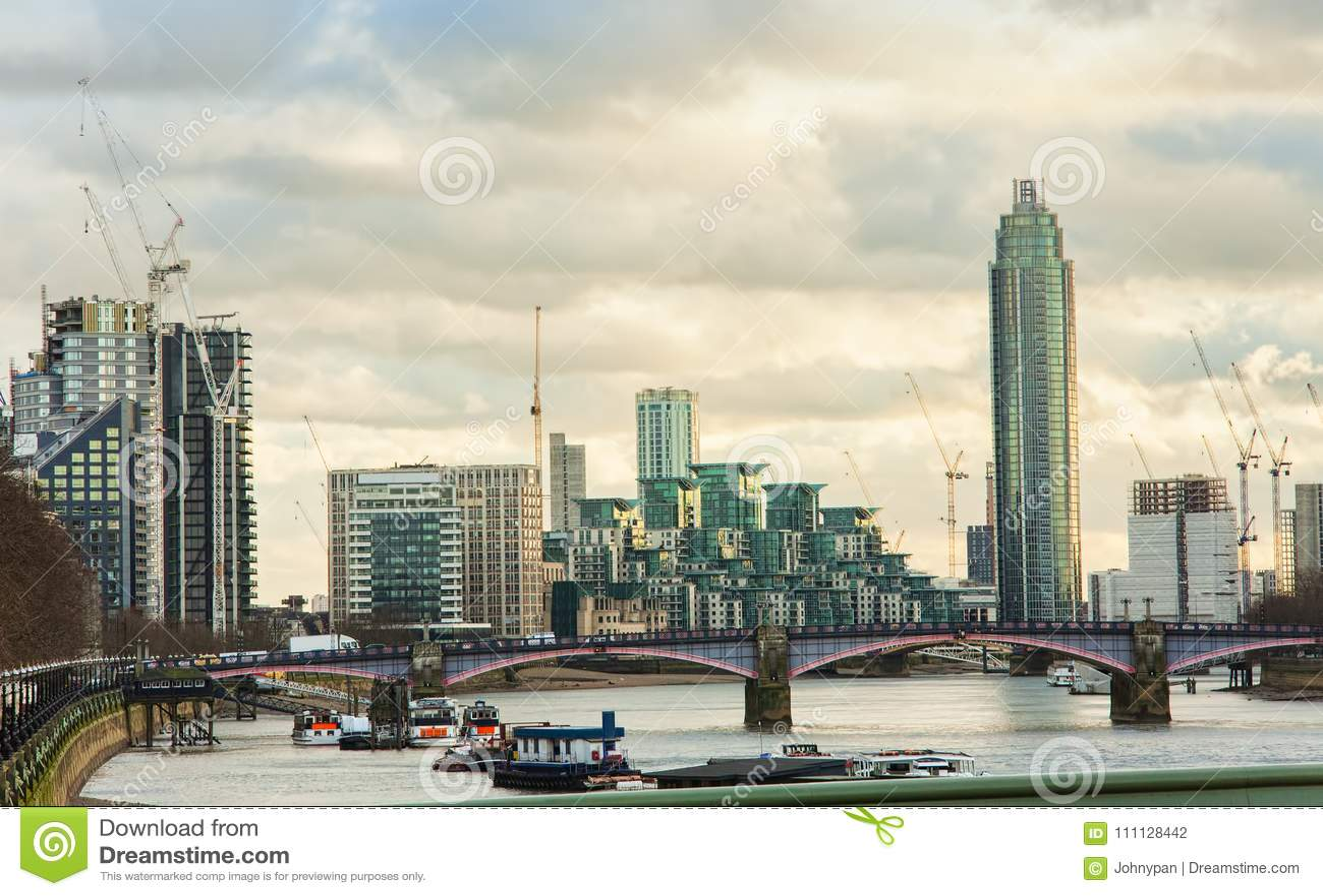 London-Stadtskyline mit der Themse