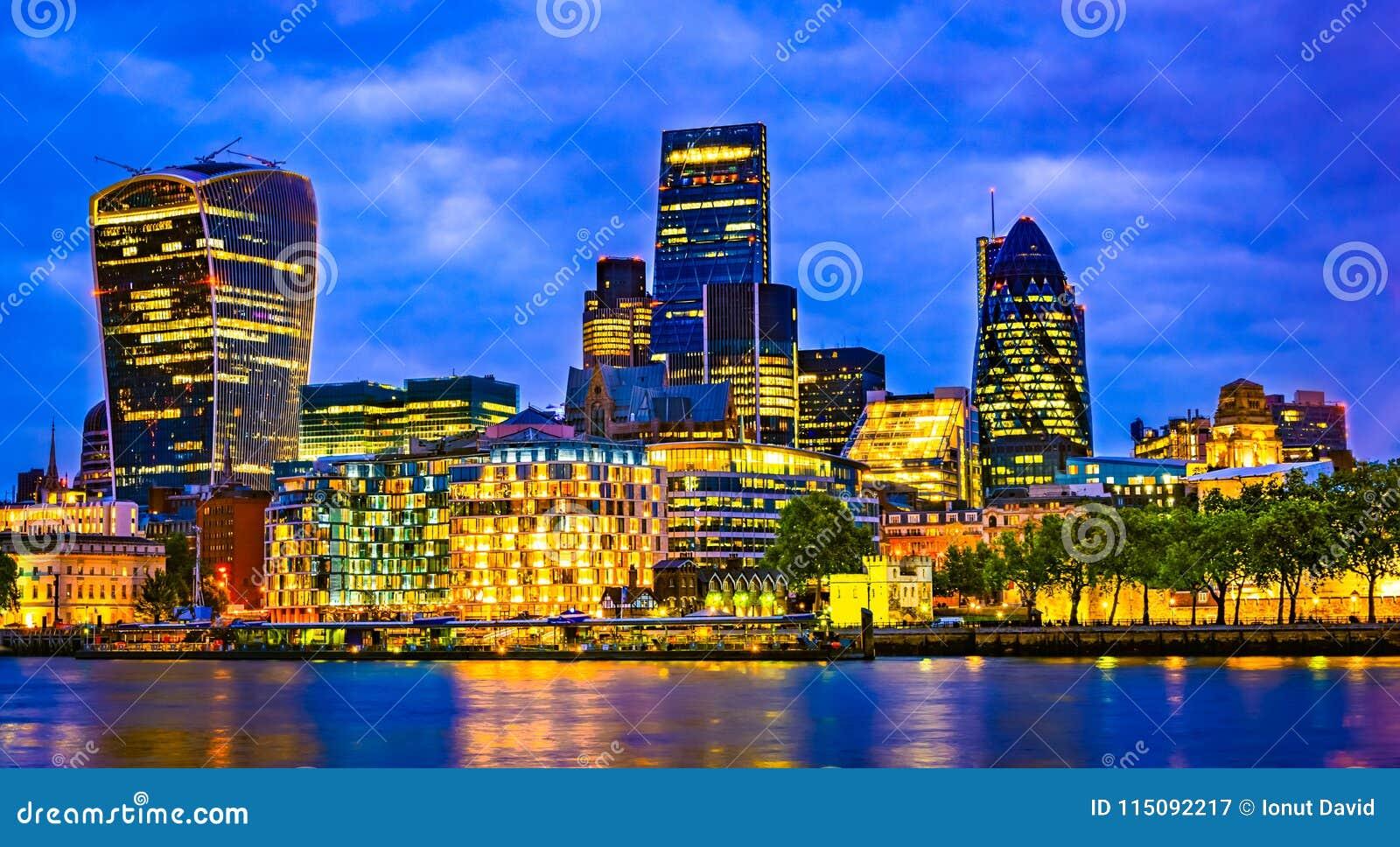 London Storbritannien, UK: Cityscape runt om Southwark, Thames River