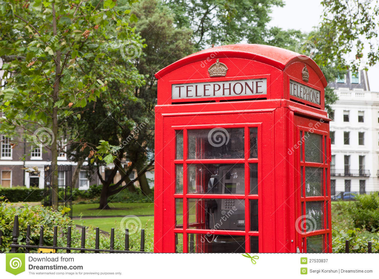 London Symbol Telephone Box In Residential Area Stock Image - Image