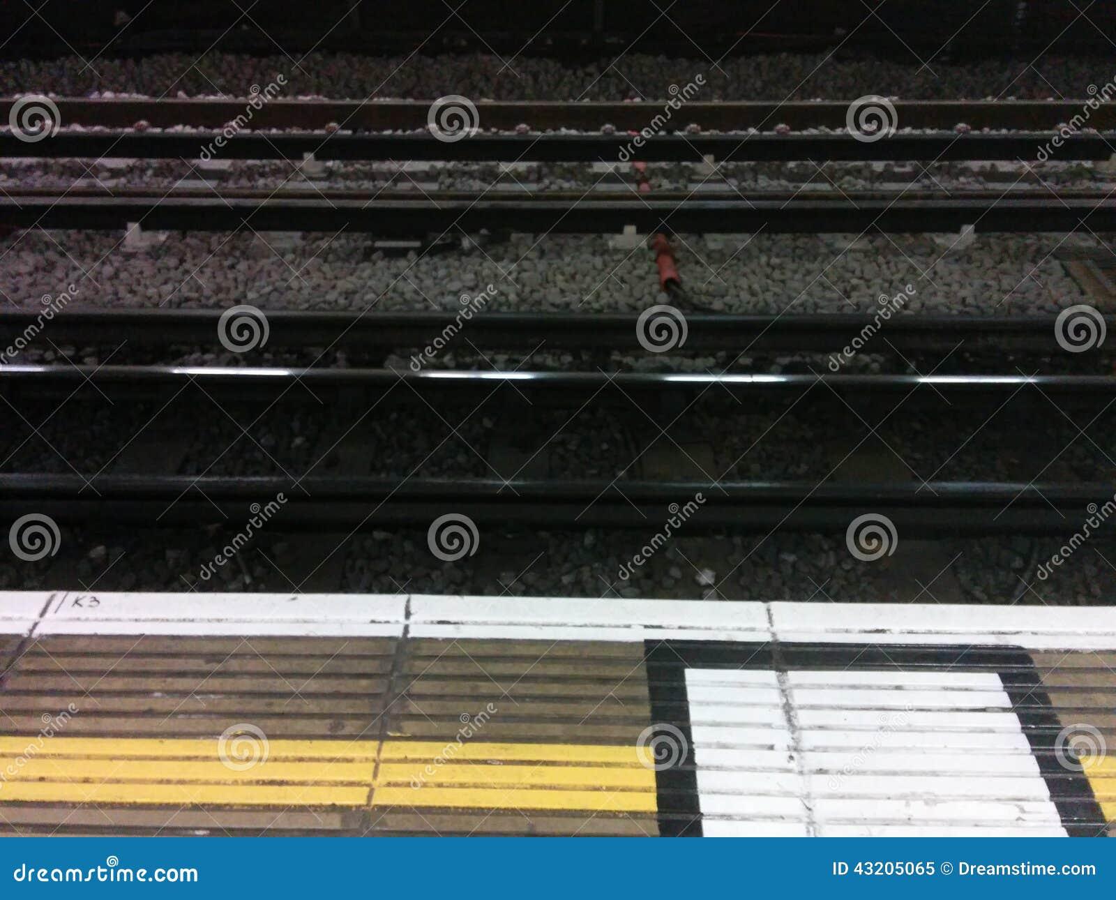 Download London tunnelbanaspår fotografering för bildbyråer. Bild av london - 43205065