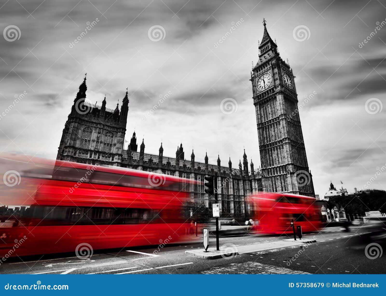 London UK Röda bussar och Big Ben, slotten av Westminster svart white