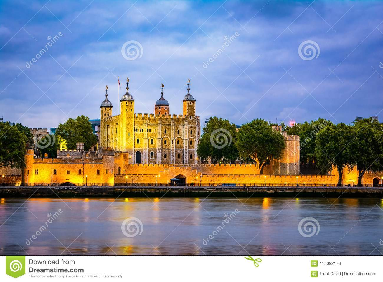 London, The United Kingdom of Great Britain: Night view of the Tower of London, UK