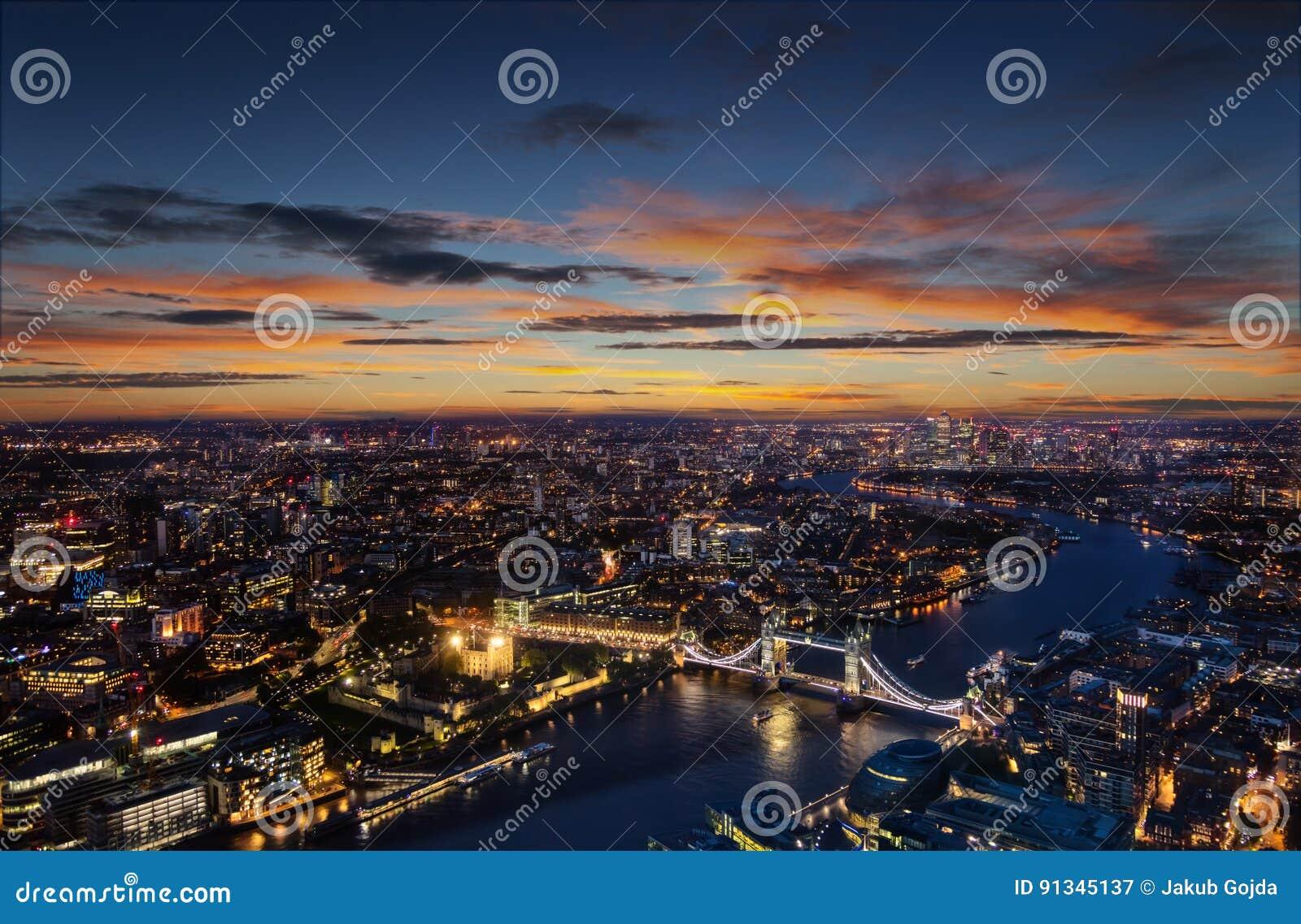 London vogelperspektive mit turm br cke im sonnenuntergang stockbild bild von architektur - Vogelperspektive englisch ...