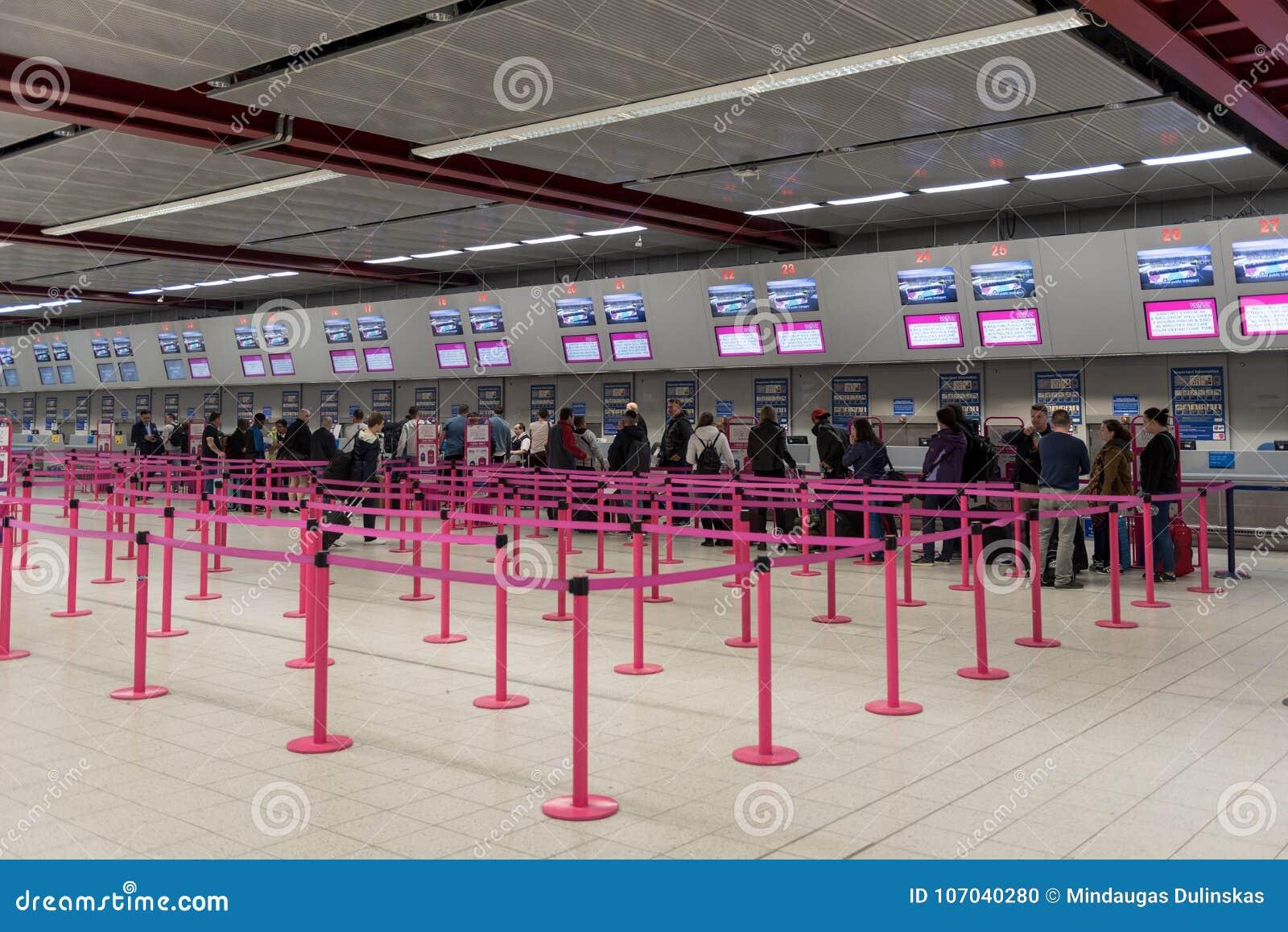 Londra inghilterra settembre l aeroporto di luton