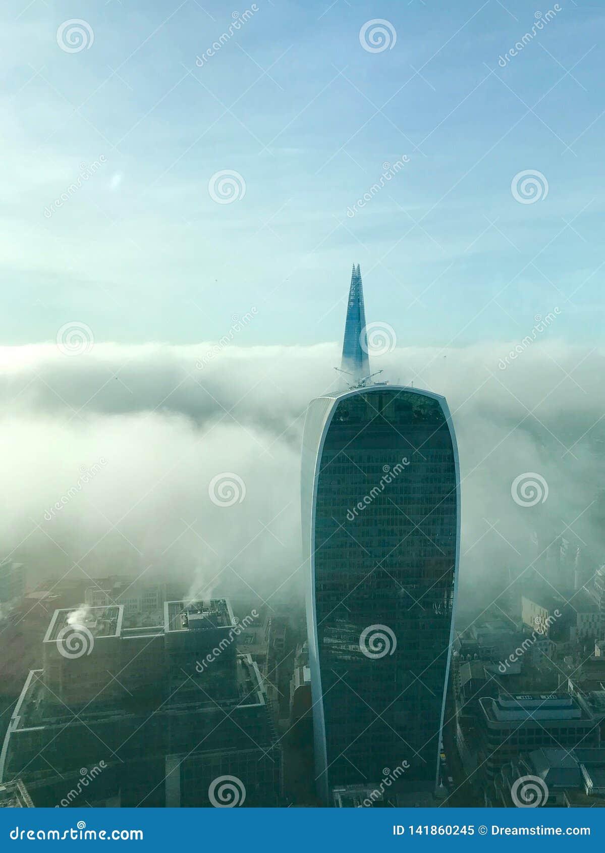 Londres dans le brouillard de matin