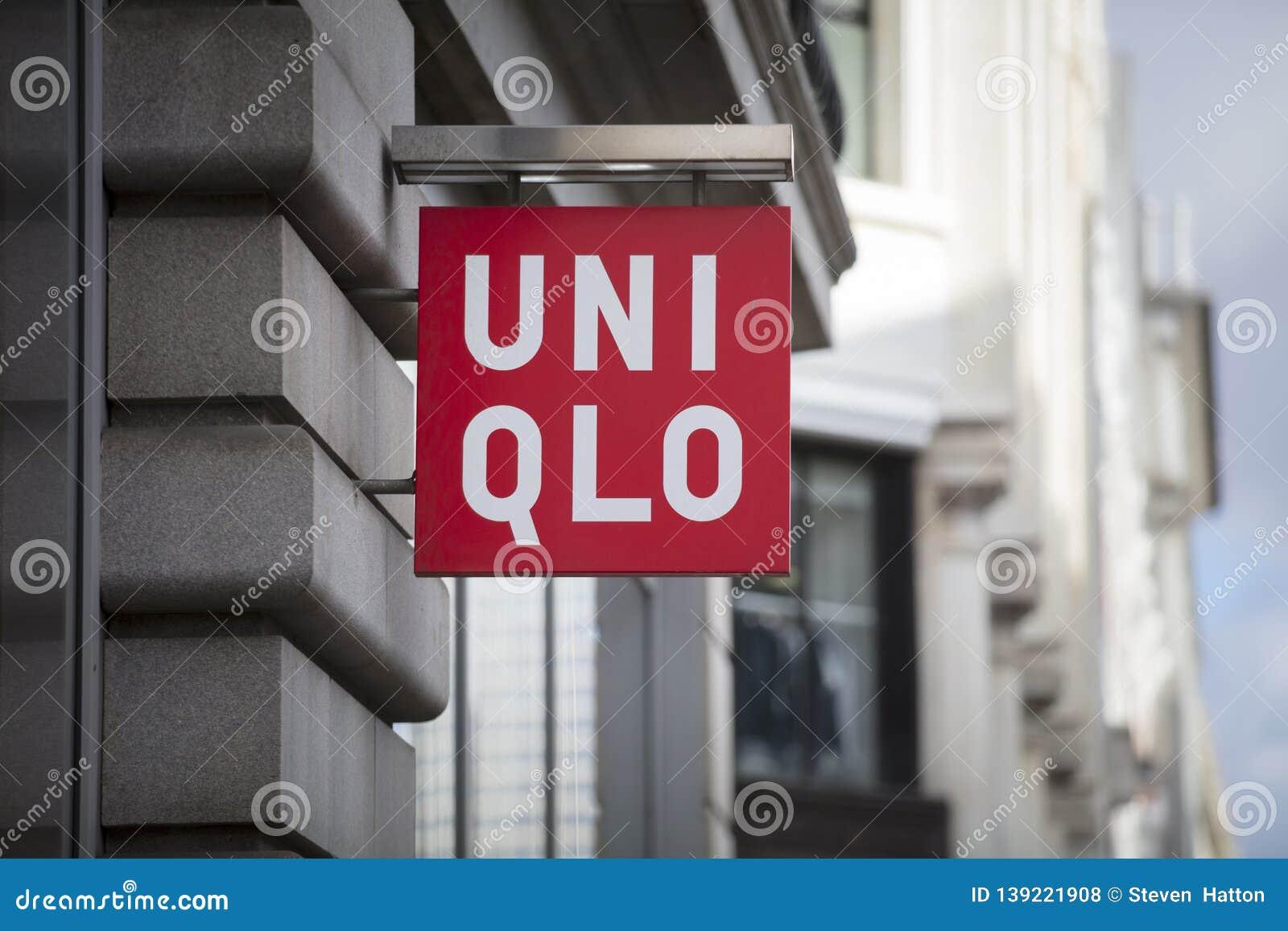 Londres, grand Londres, le Royaume-Uni, le 7 février 2018, un signe et un logo pour Uniqlo