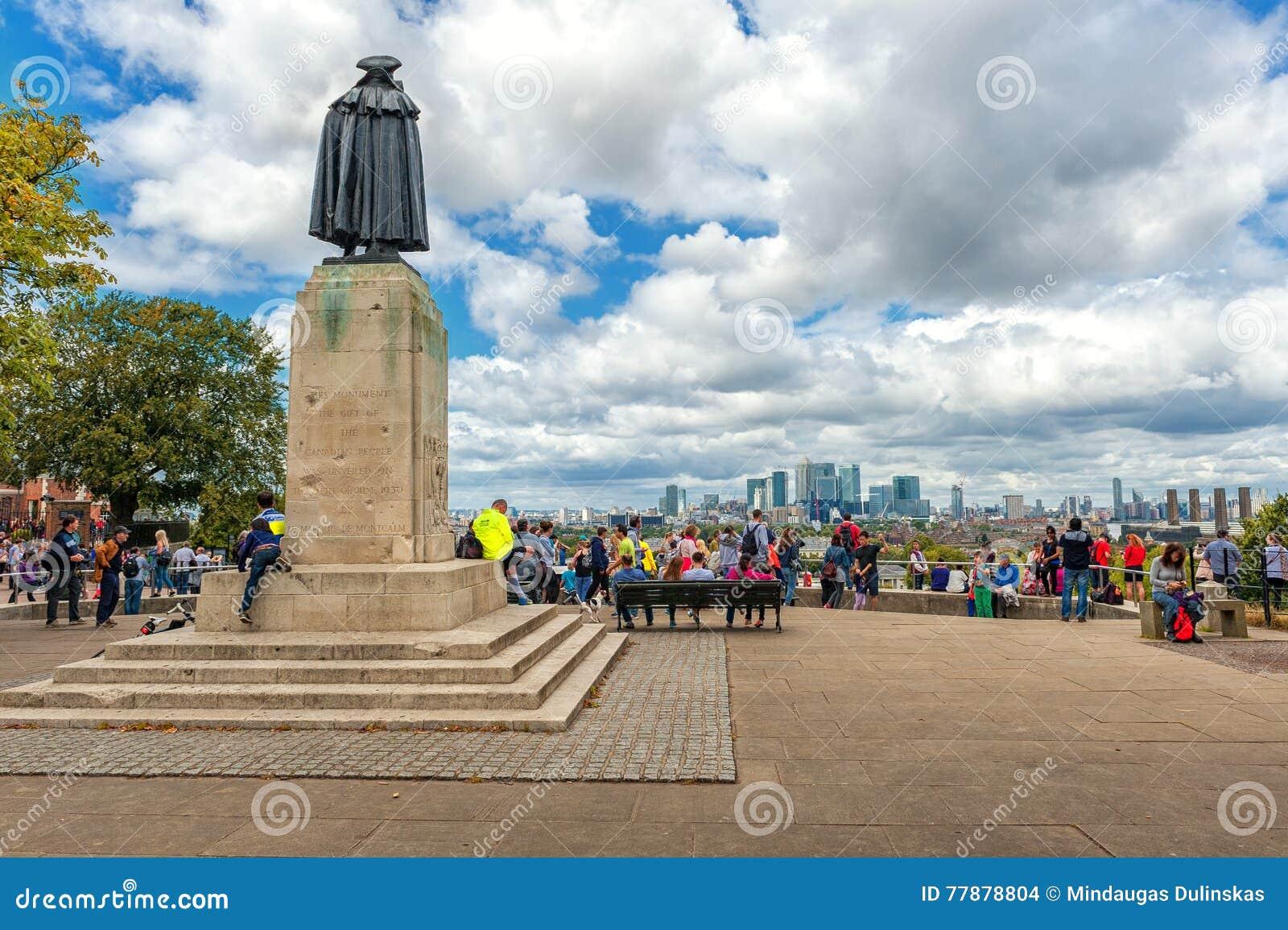 LONDRES, INGLATERRA - 21 DE AGOSTO DE 2016: General James Wolfe Statue Y Gente Alrededor En El Parque De Greewich Imagen de archivo editorial