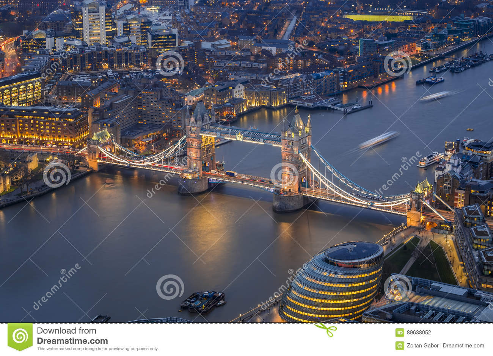 Londres, Inglaterra - vista aérea del puente famoso de la torre