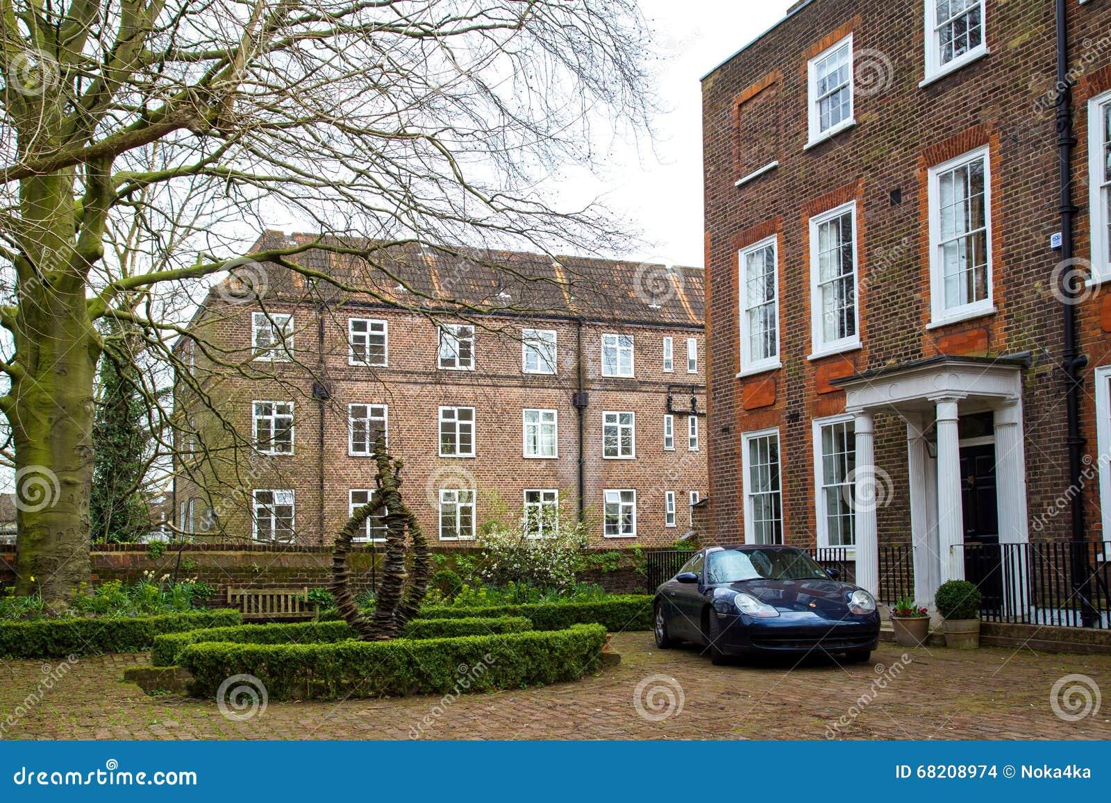 LONDRES, Reino Unido - Abril, 13: Vista De Una Casa De Ciudad ...
