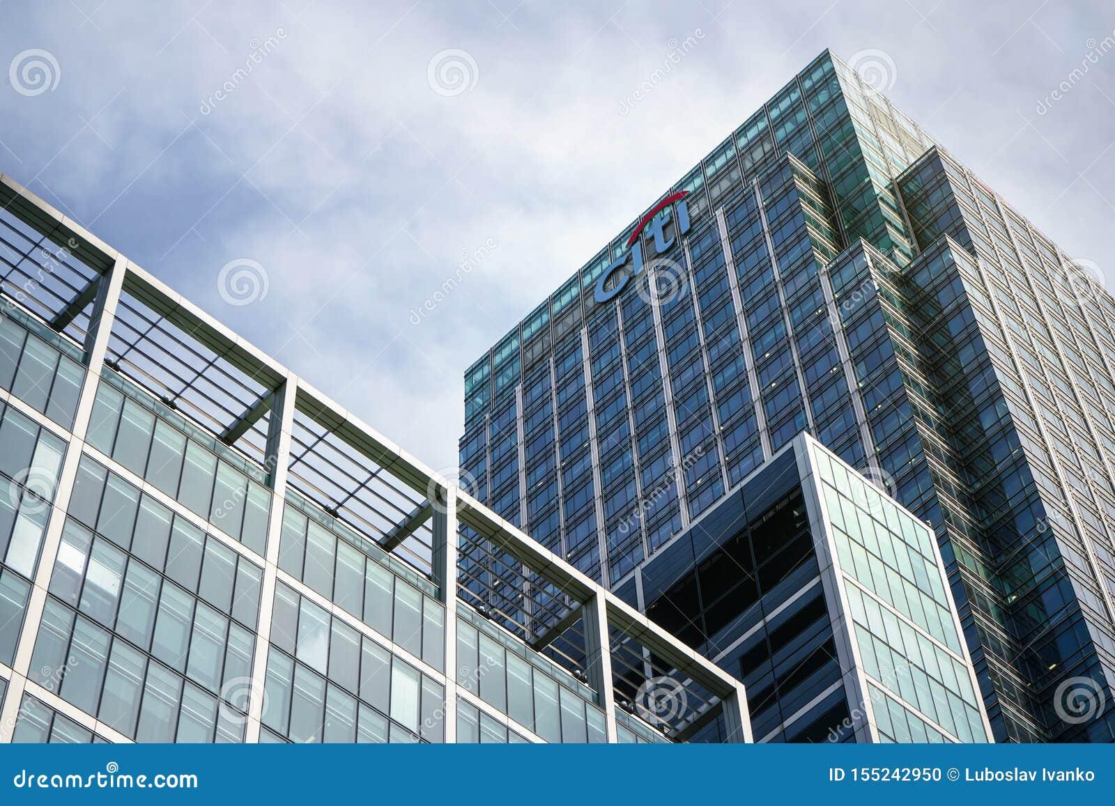 Londres, Reino Unido - 3 de fevereiro de 2019: Sun brilha em matrizes da EMEA de Citi em Canary Wharf Citibank Citigroup Inc ?