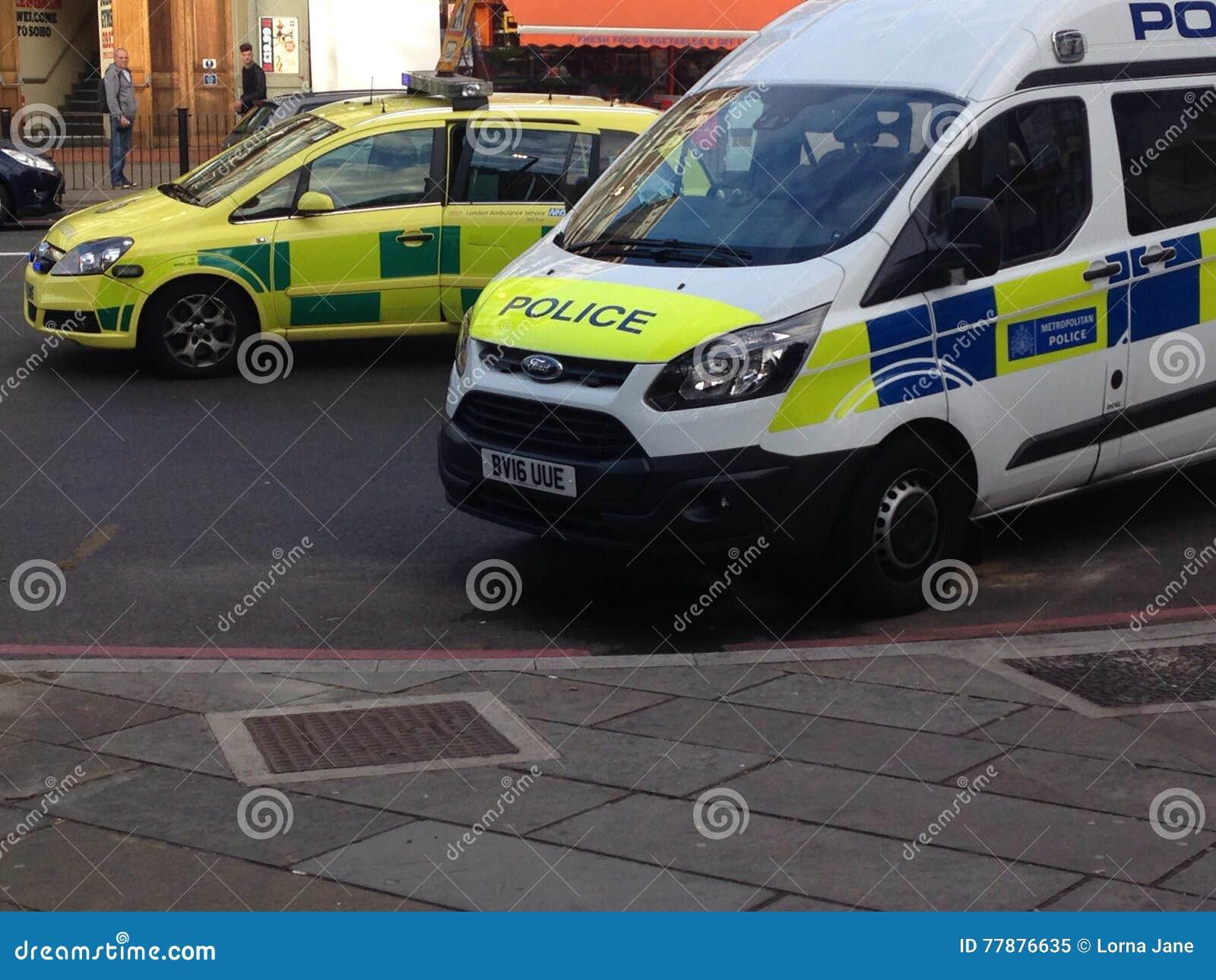 Londres, U K - En Septiembre De 2016 Coche Policía Y Furgoneta En Lewisham Imagen editorial