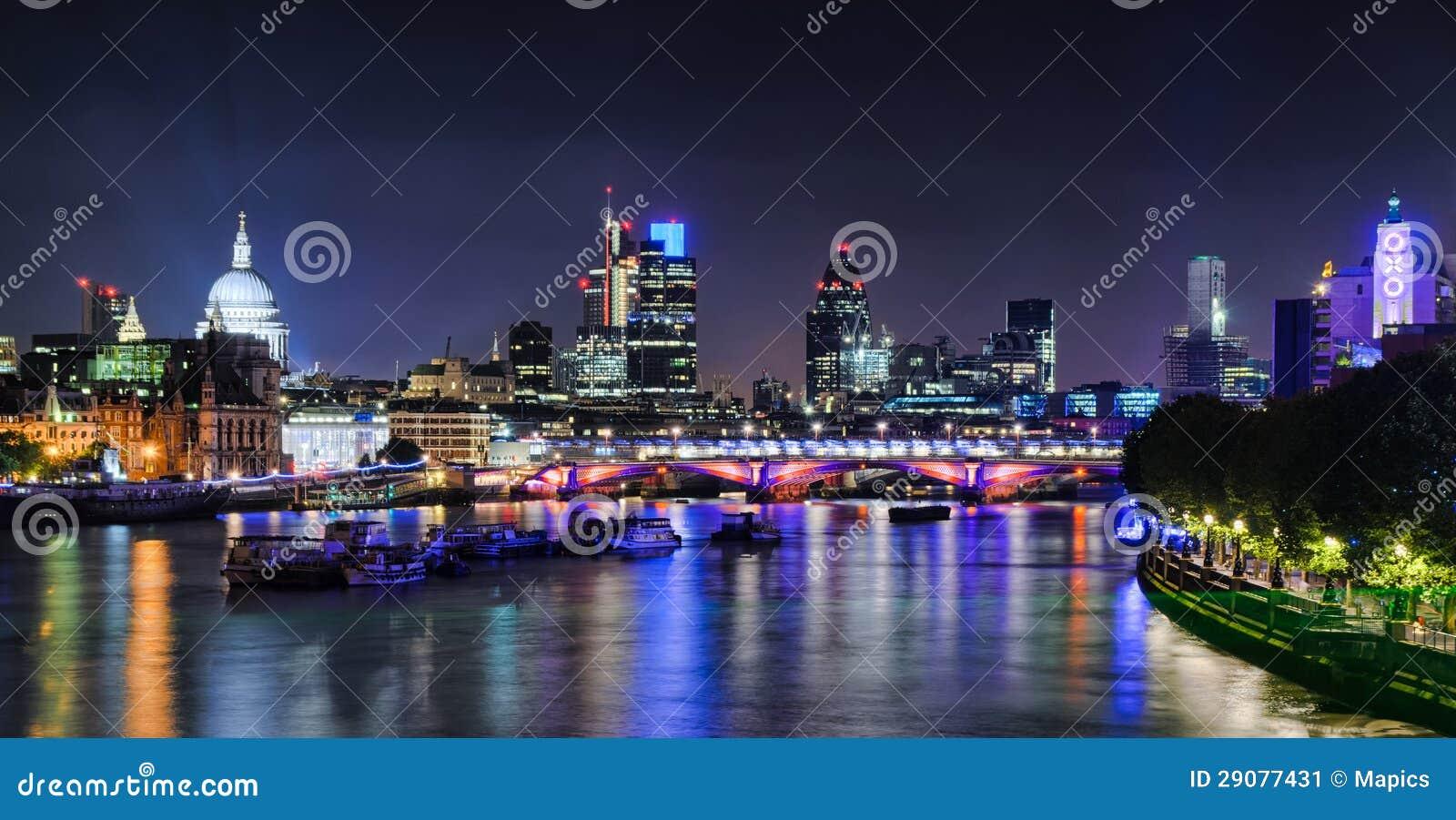Londyńska linia horyzontu nocą