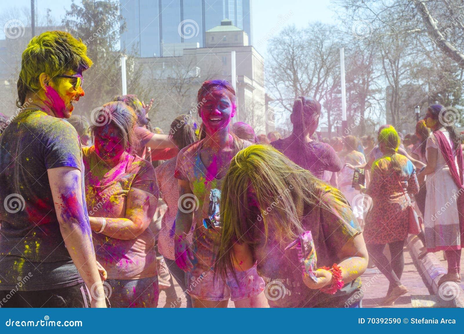 Londyński Ontario Kanada, Kwiecień, - 16: Niezidentyfikowany młody kolorowy p