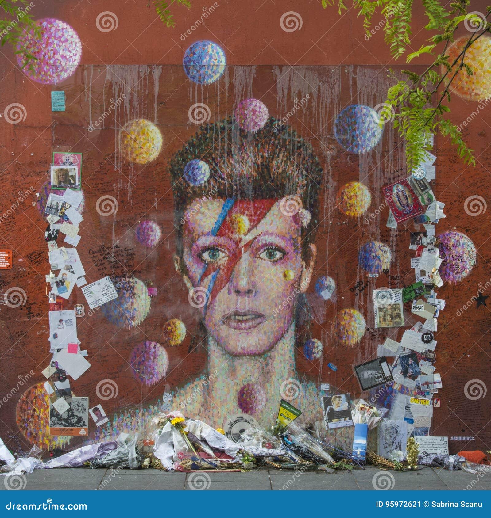 LONDYN, UK jako Ziggy Stardust w Brixton - graffiti David Bowie, Londyn