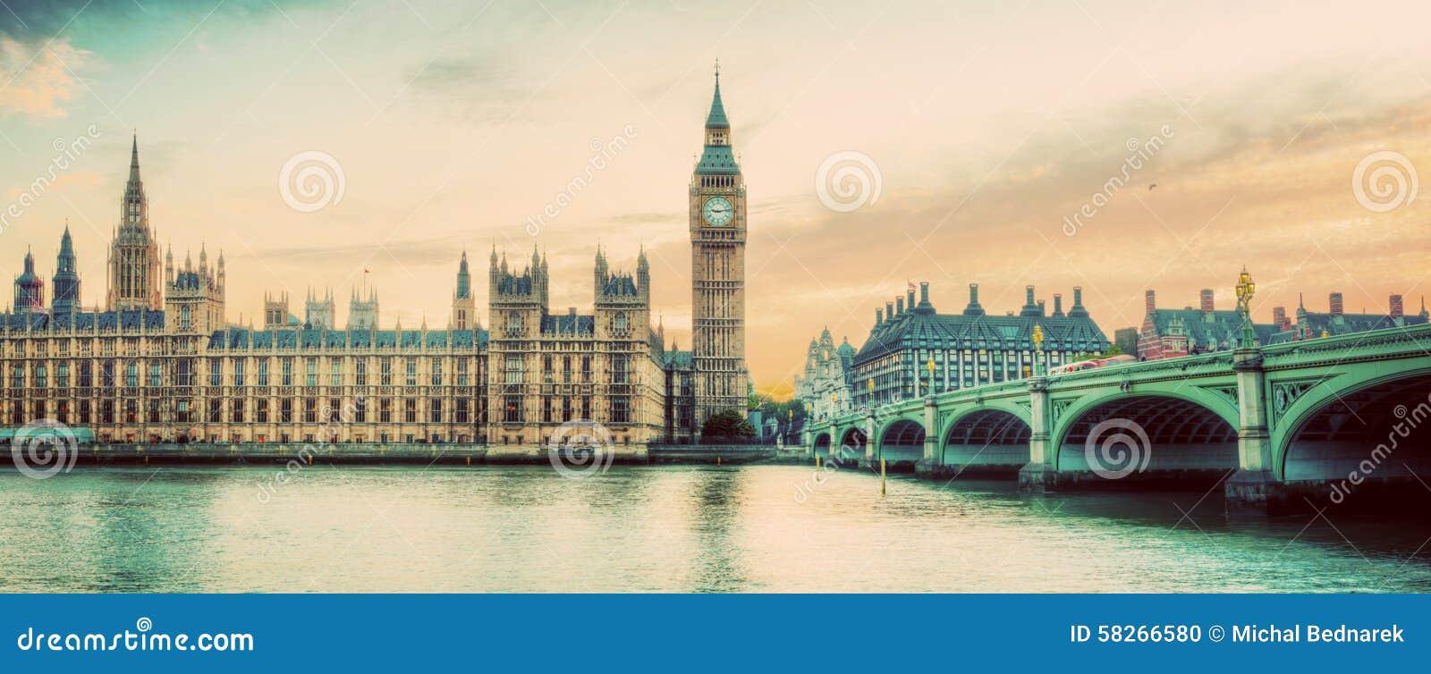 Londyn, UK panorama Big Ben w Westminister pałac na Rzecznym Thames Rocznik