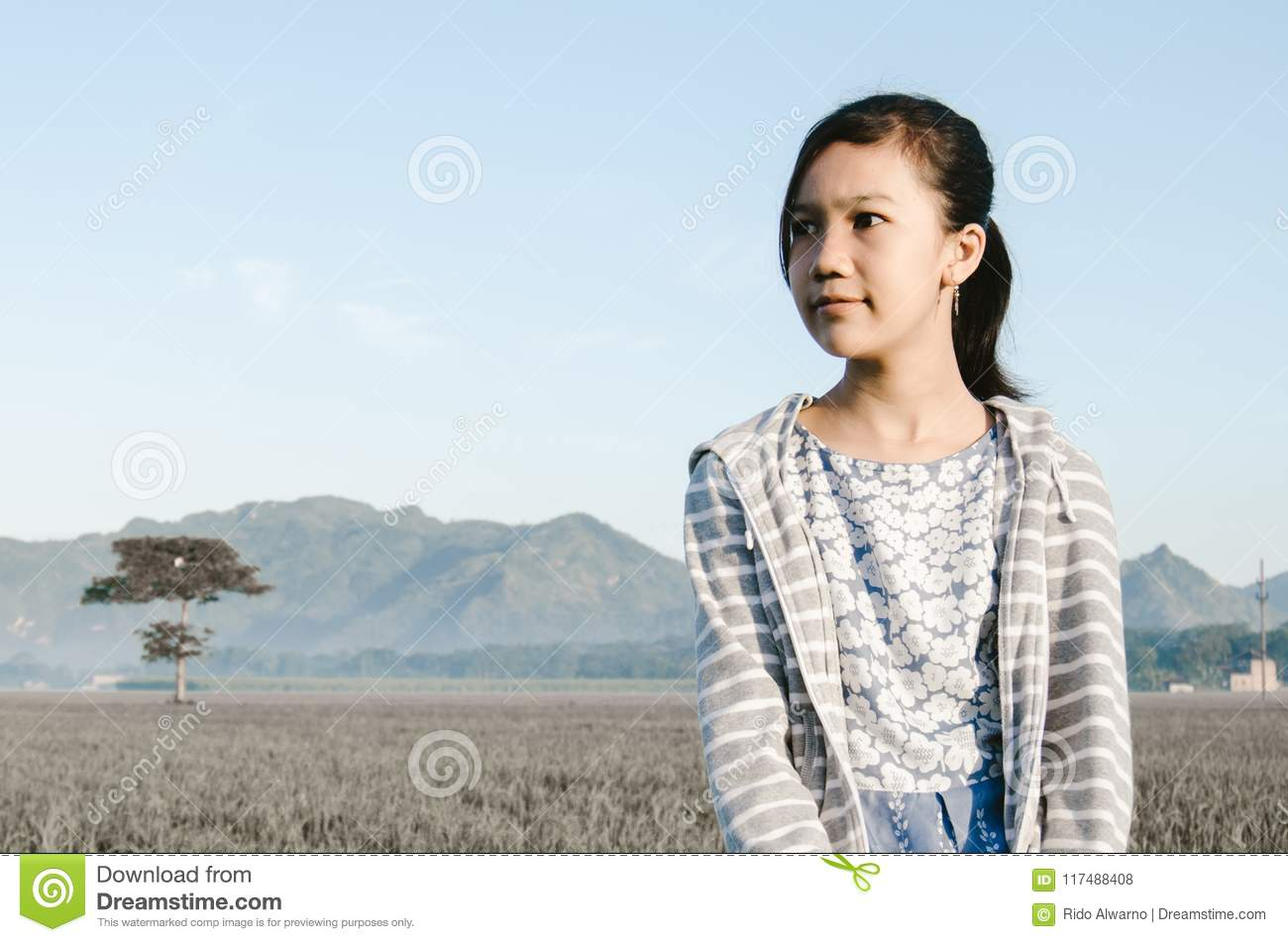 A lonely girl with expresive face