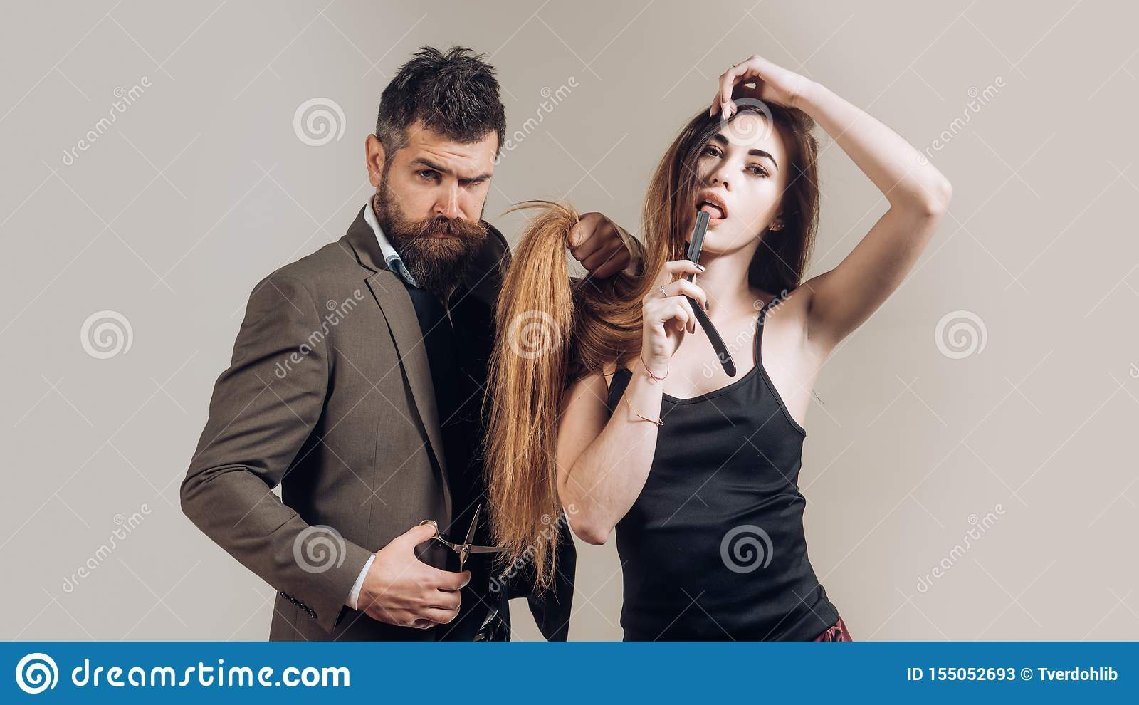 Long cheveu Coupe de cheveux de mode Si ? la mode et ?l?gant Portrait de barbe ?l?gante d homme Coiffure et barbe de coiffeur