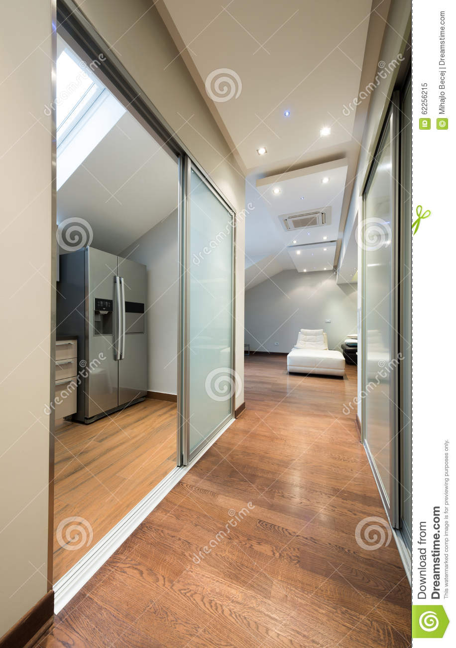 Long Couloir En Appartement De Luxe Photo stock - Image: 62256215