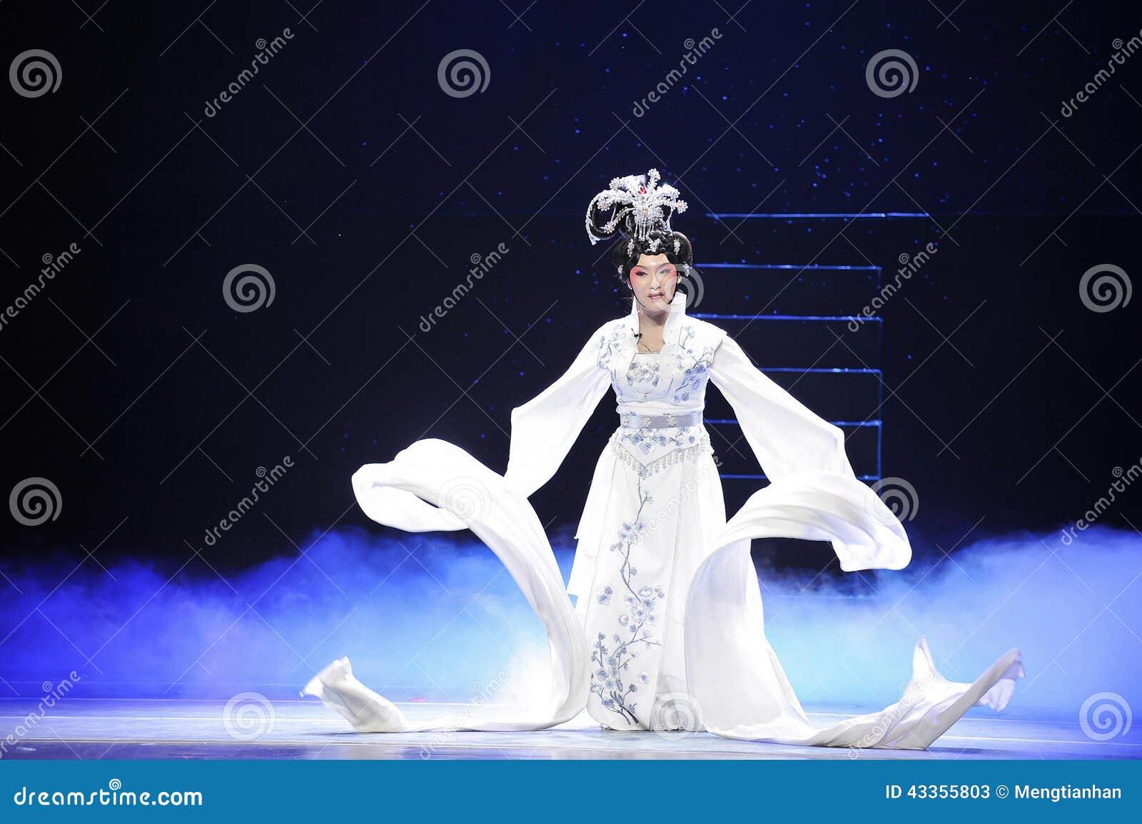 Long sleeves-Jiangxi Opera