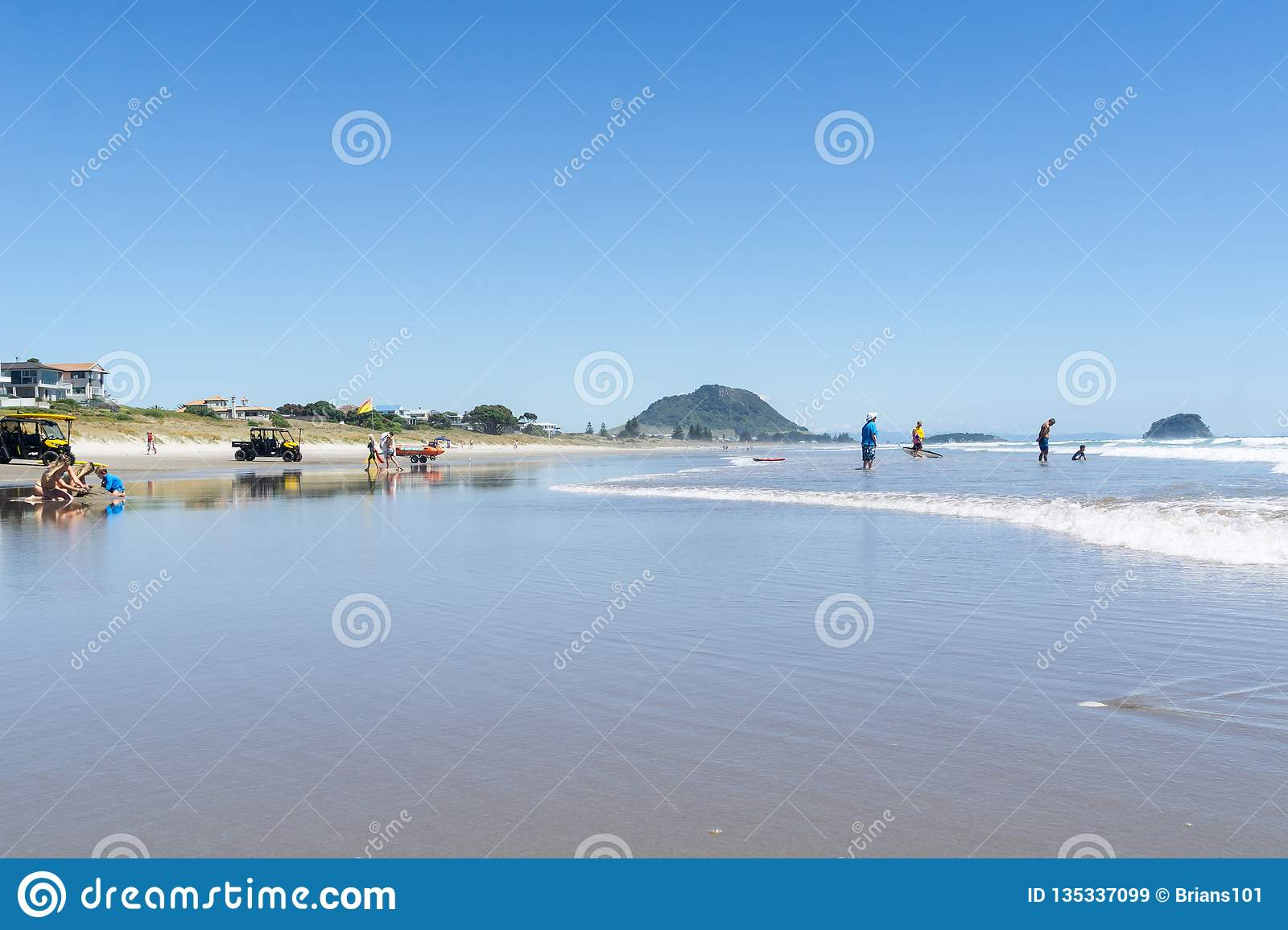 Long View Beautiful Ocean Beach With People Enjoying The Weather And Beach Activities Editorial Stock Image Image Of Ocean Omanu 135337099 Ratio of temperature, wind speed and. dreamstime com