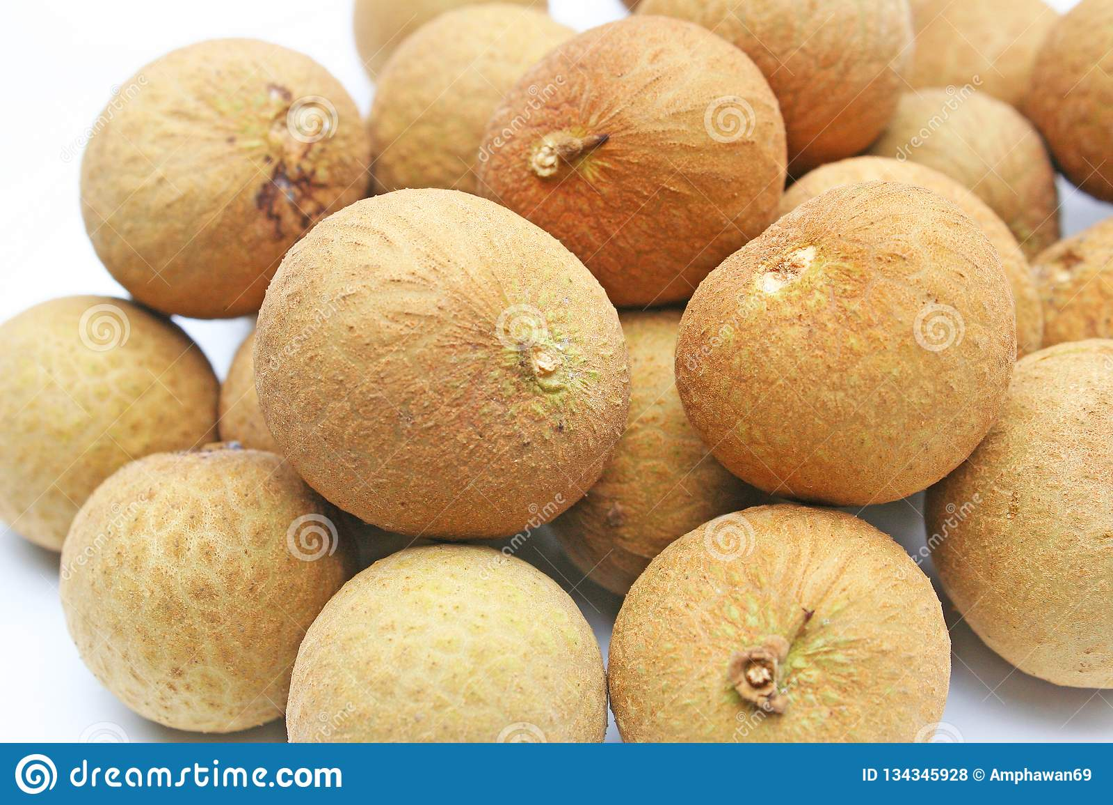 Longanfrukt på den vita plattan
